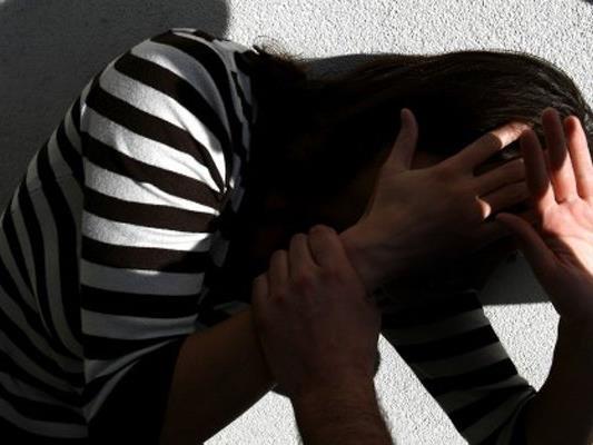 Das Mädchen soll zweimal vergewaltigt worden sein.