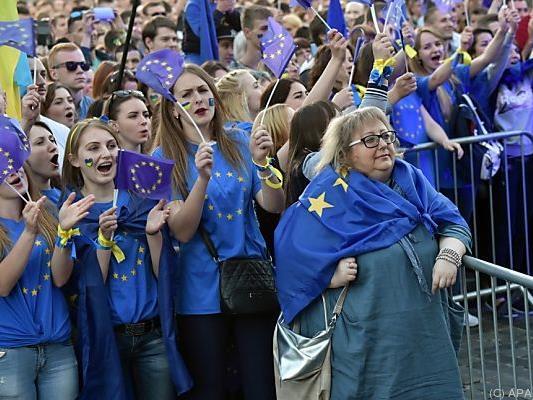 Mehr als 10.000 Menschen feierten im Stadtzentrum von Kiew