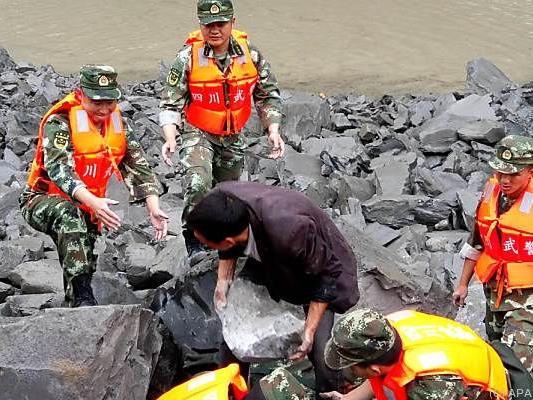 Rettungsarbeiten laufen auf Hochtouren