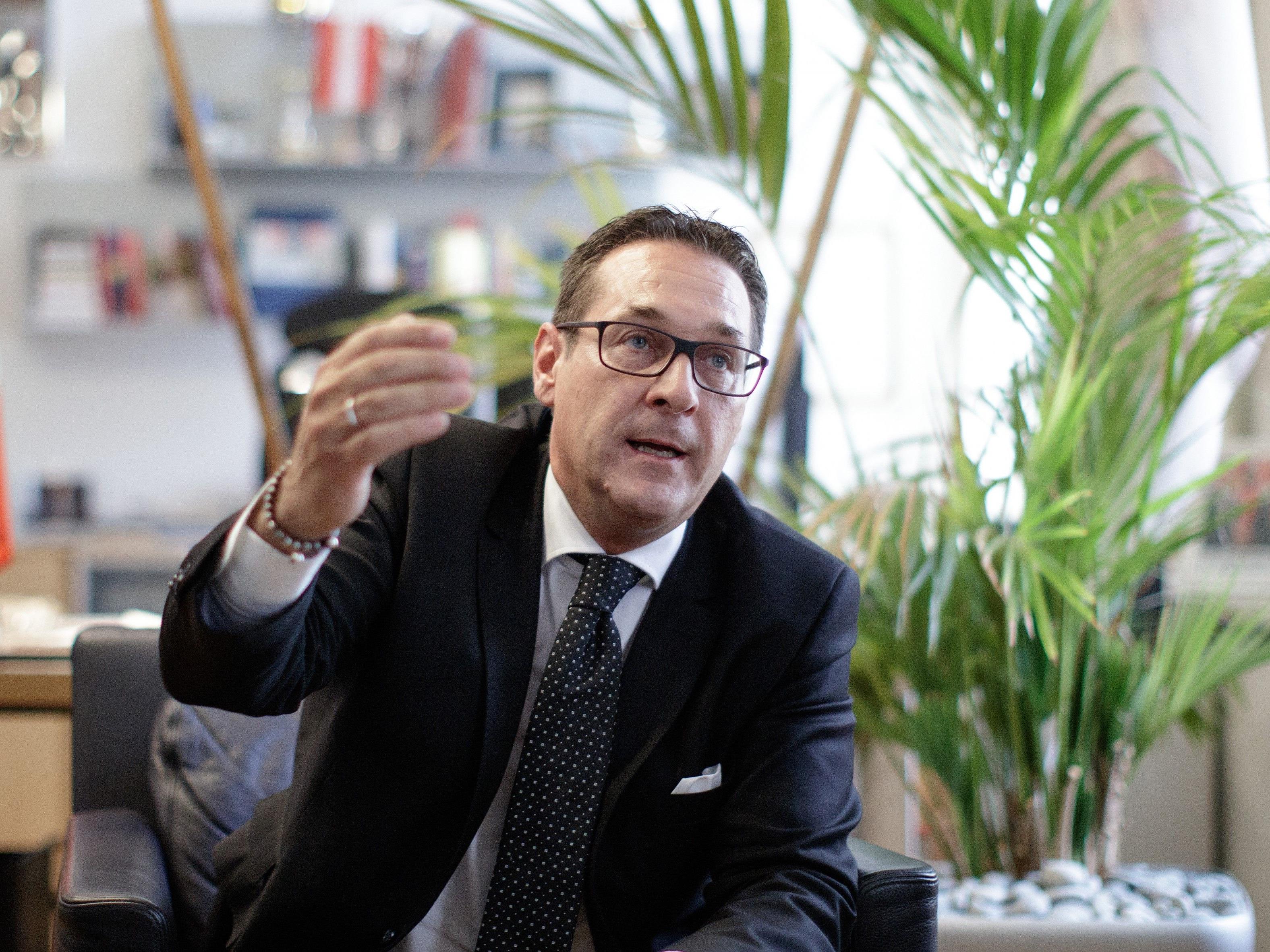 PÖ-Chef Heinz-Christian Strache übt Kritik an Sebastian Kurz