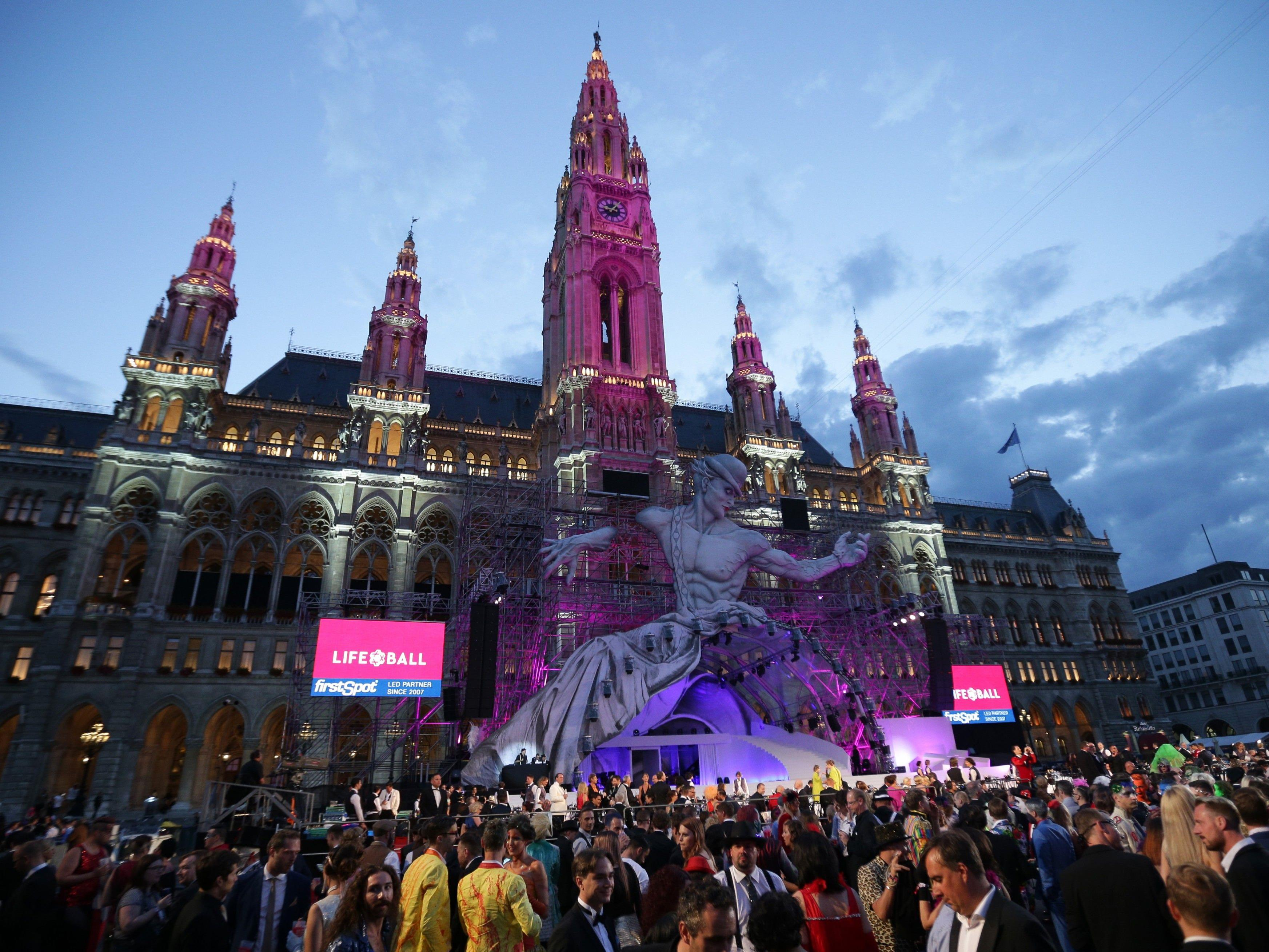 The best collection of photos of Vienna's Life Ball 2017.