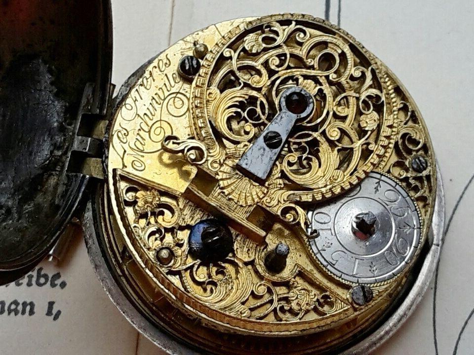 Bei einem Einbruch wurden antike Uhren entwendet