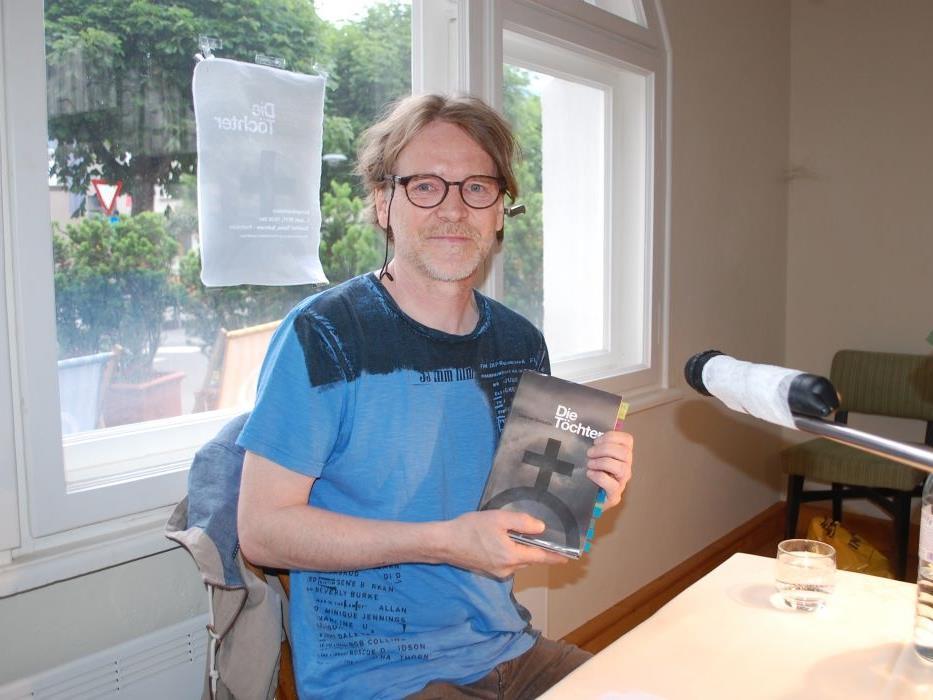 """Dietmar Schlatter präsentierte seinen Roman """"Die Töchter""""."""