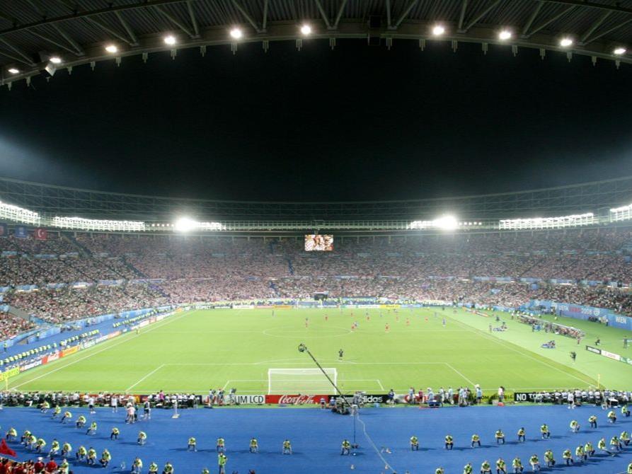 Die Zeugen versammeln sich im Ernst-Happel-Stadion.