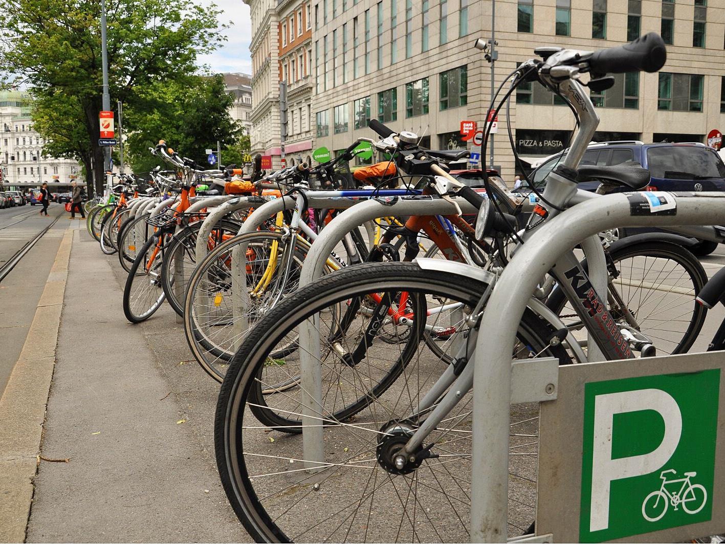 Mit einem Bolzenschneider kommen Diebe fast gegen jedes Fahrradschloss an.