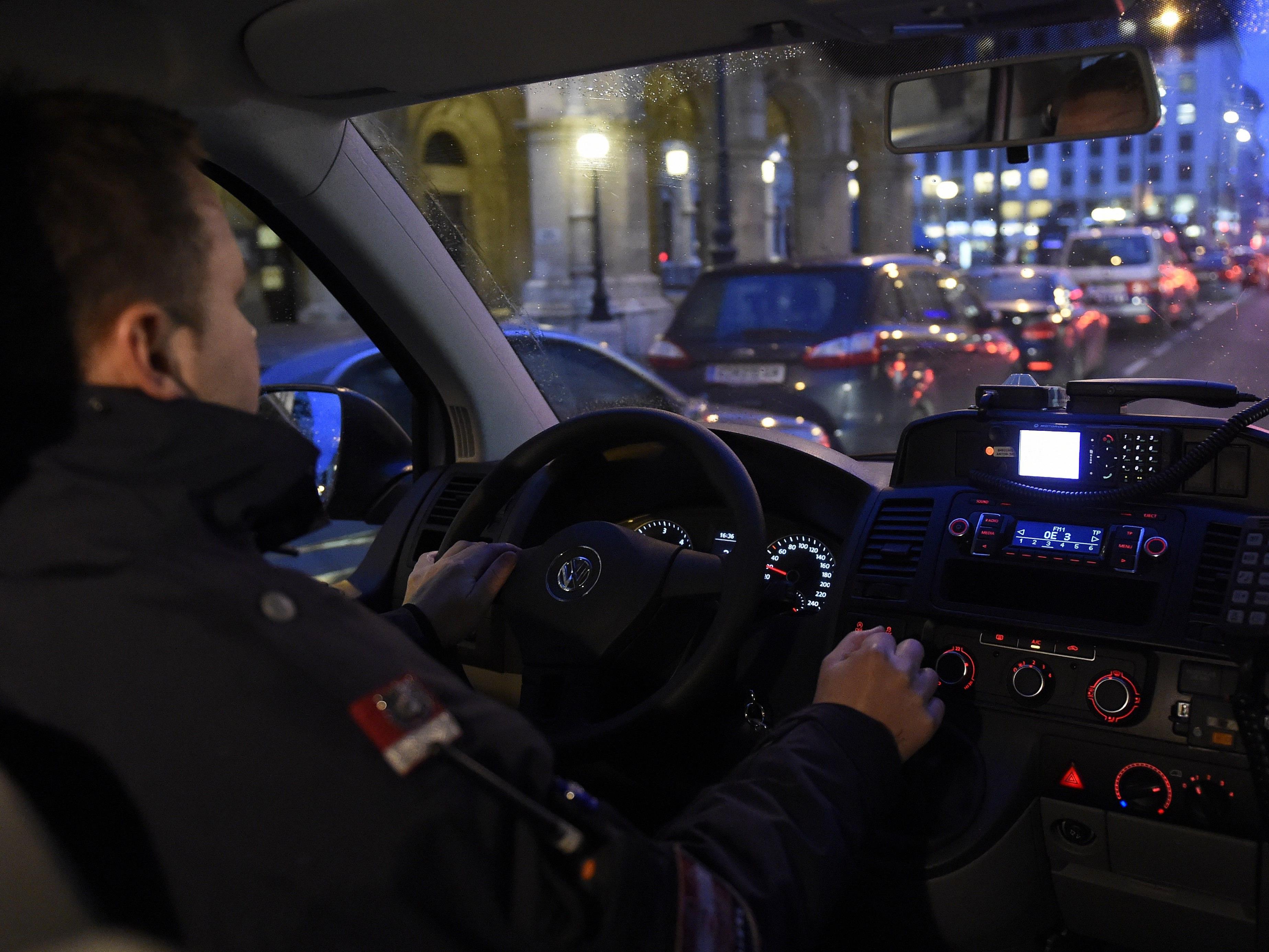 Zwei Beamte wurde von einem 29-Jährigen in Margareten verletzt