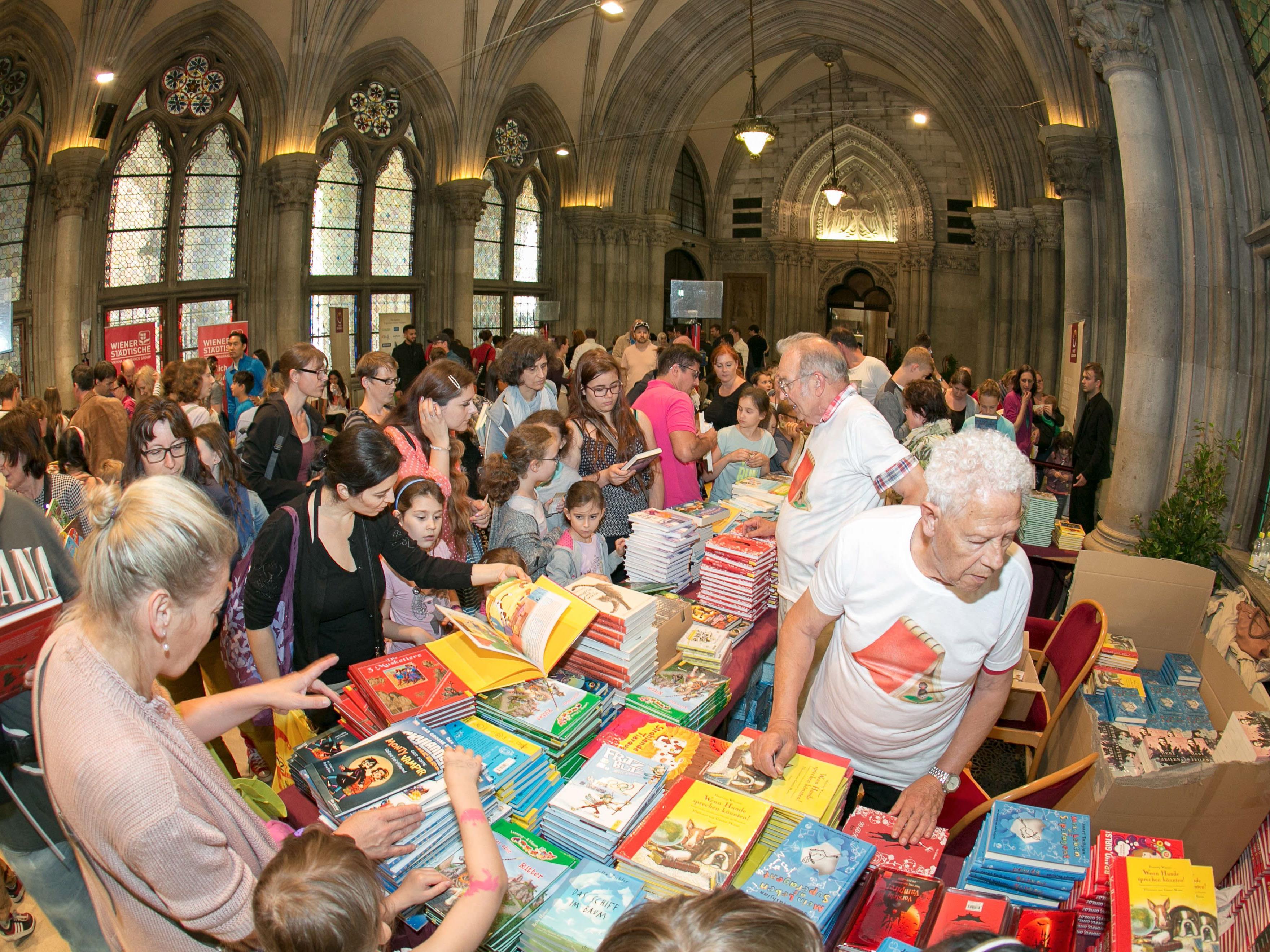 Gratis-Bücher bei 6. Kinderlesefest im Rathaus