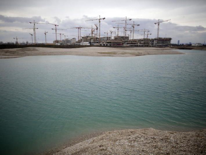 Toter im Wasser in der Seestadt Aspern gefunden.
