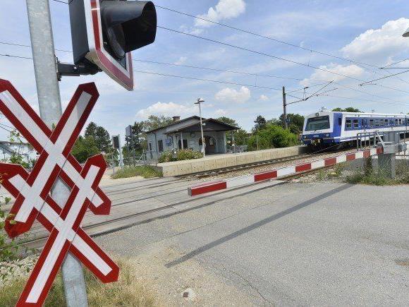 83 Schüler über einen geschlossenen Bahnsteig in Niederösterreich gelotst.