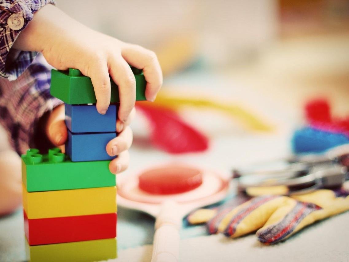 Das Problem mit der Kinderbetreuung während der Sommerferien.