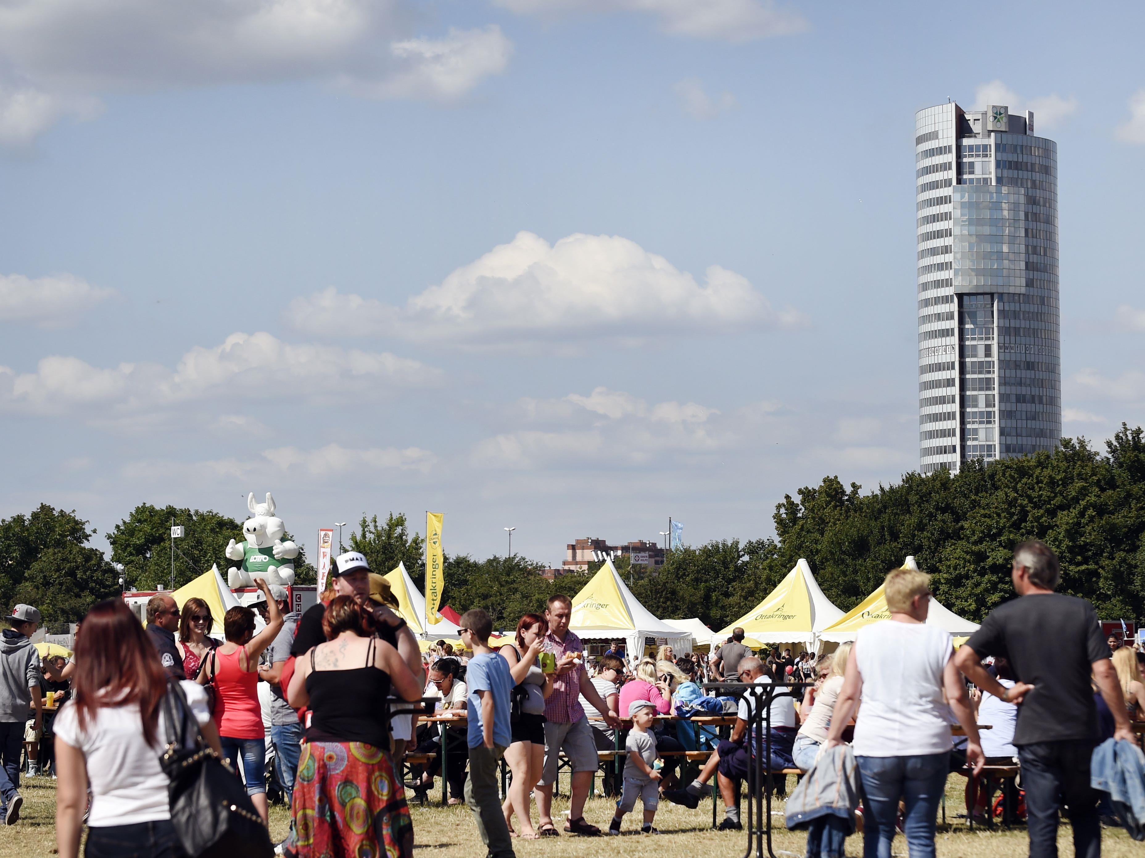 Das Wiener Donauinselfest lädt gleich zwei Mal zum Frühshoppen.