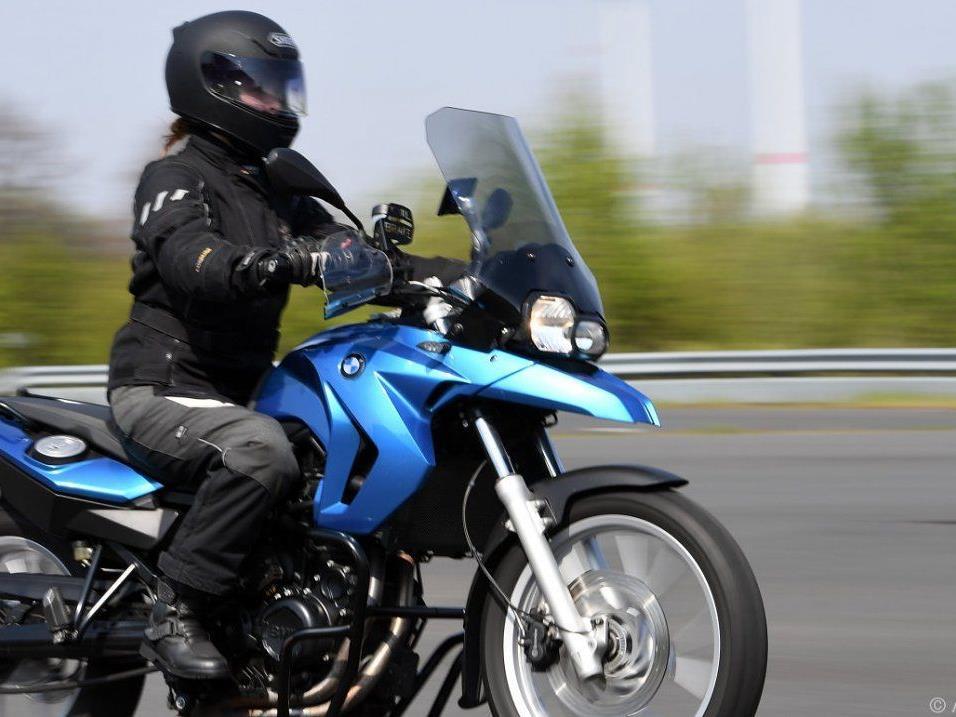 """Motorradfahrer wurde Opfer eines """"Schnitzers""""."""