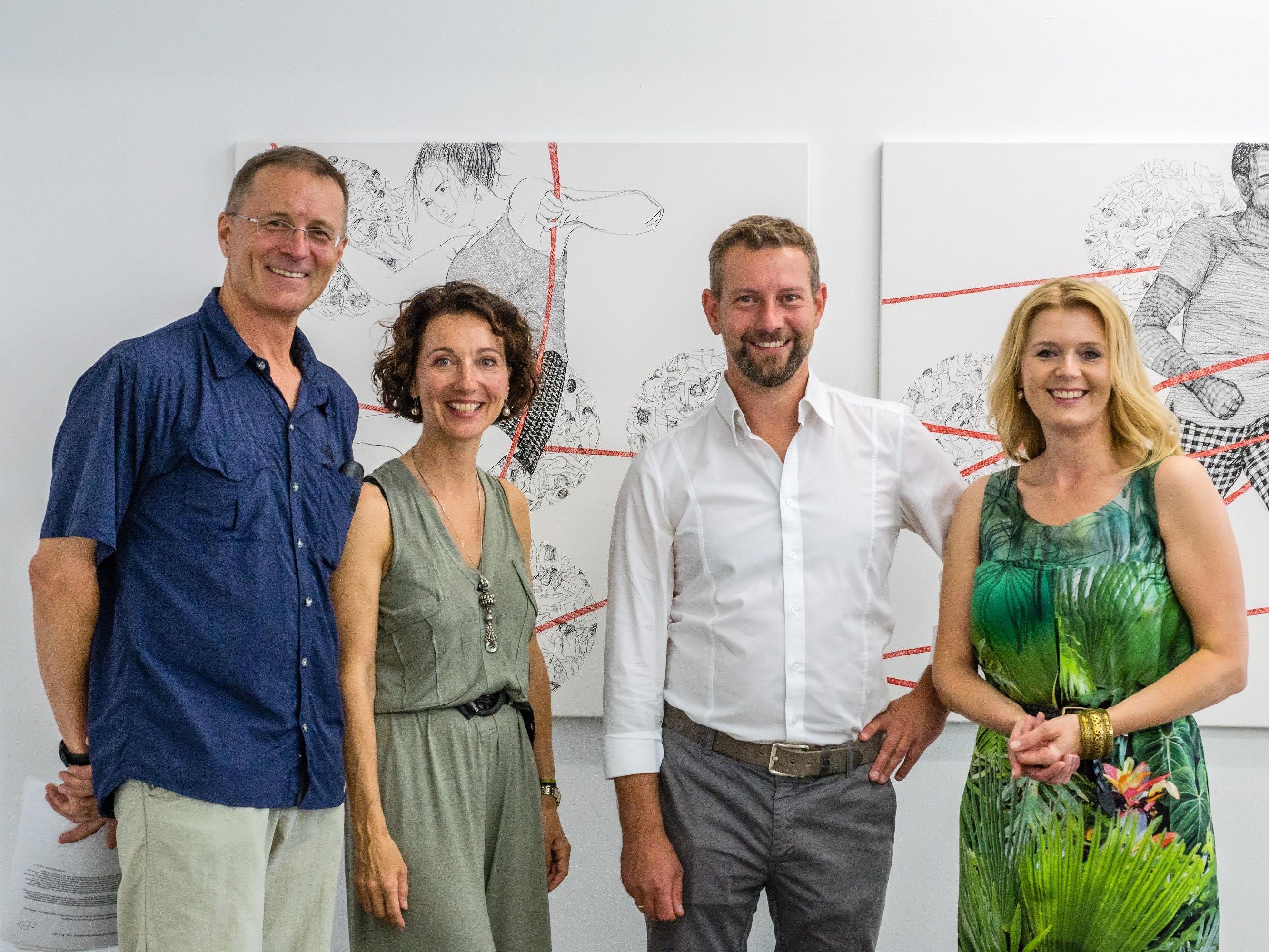 Gastgeber von einem gelungenen Abend: Roland Haas (Kurator), Dagmar Lang (Obfrau Kunstforum Montafon), Boris Frast (Geschäftsführer Allianz Agentur Frast), Tamara Katja Frast (Kommunikationsexpertin)