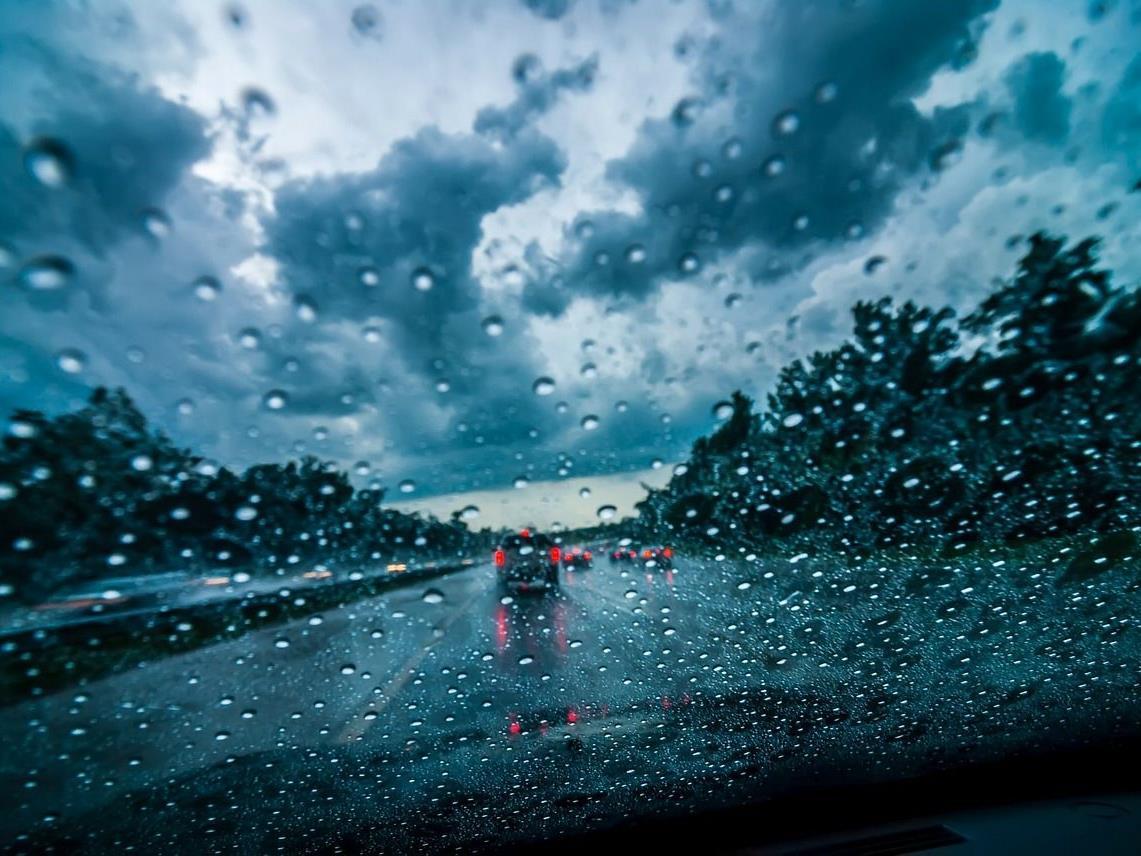 Wegen starkem Regenfall ereignete sich am Sonntag ein schwerer Unfall auf der A21.