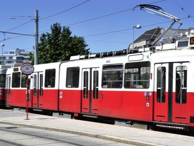 Die Straßenbahn der Linie 62 entgleiste am Sonntag gegen 17:00 Uhr.