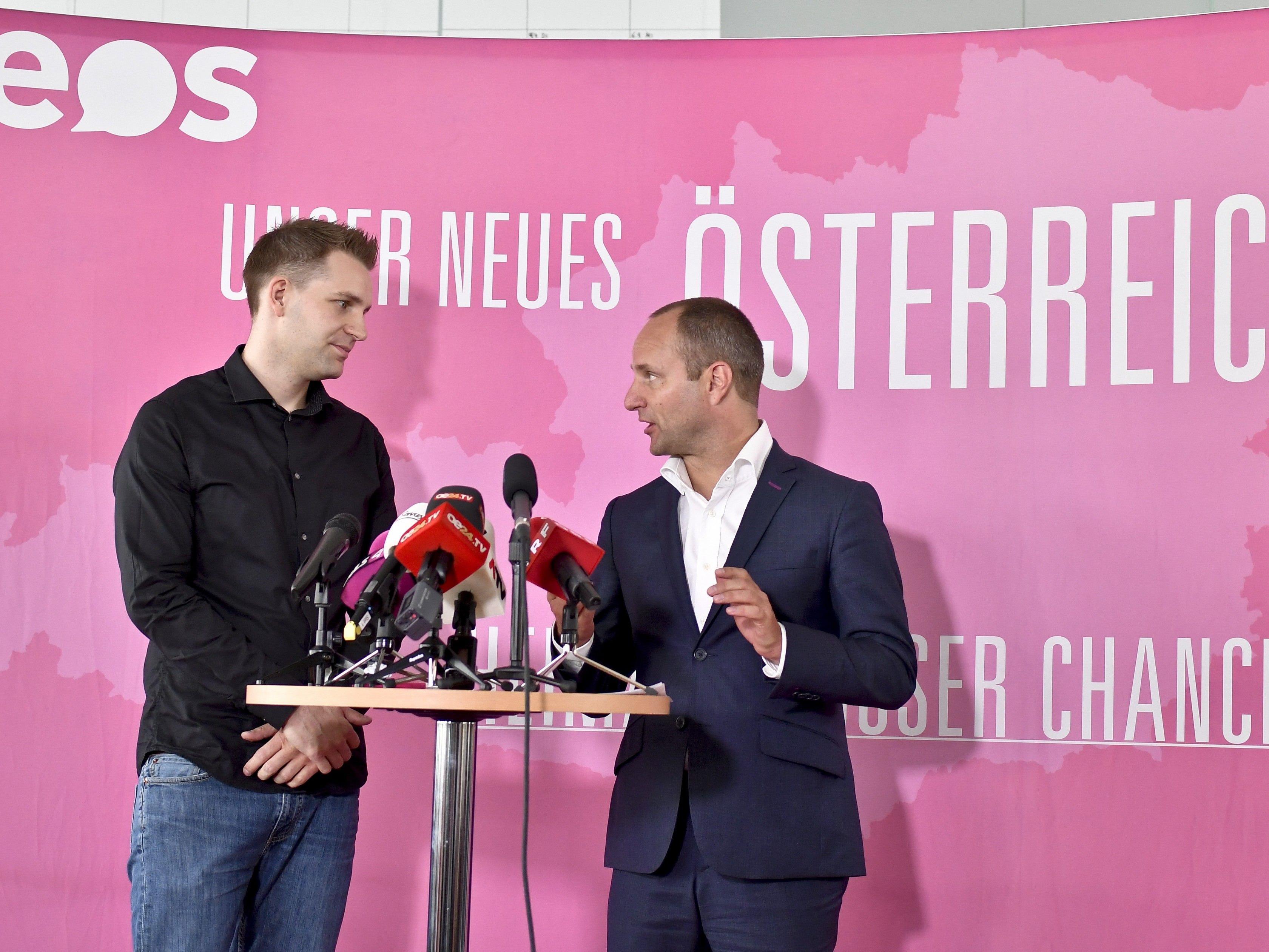 Bei der Pressekonferenz mit NEOS-Chef Strolz und Max Schrems.