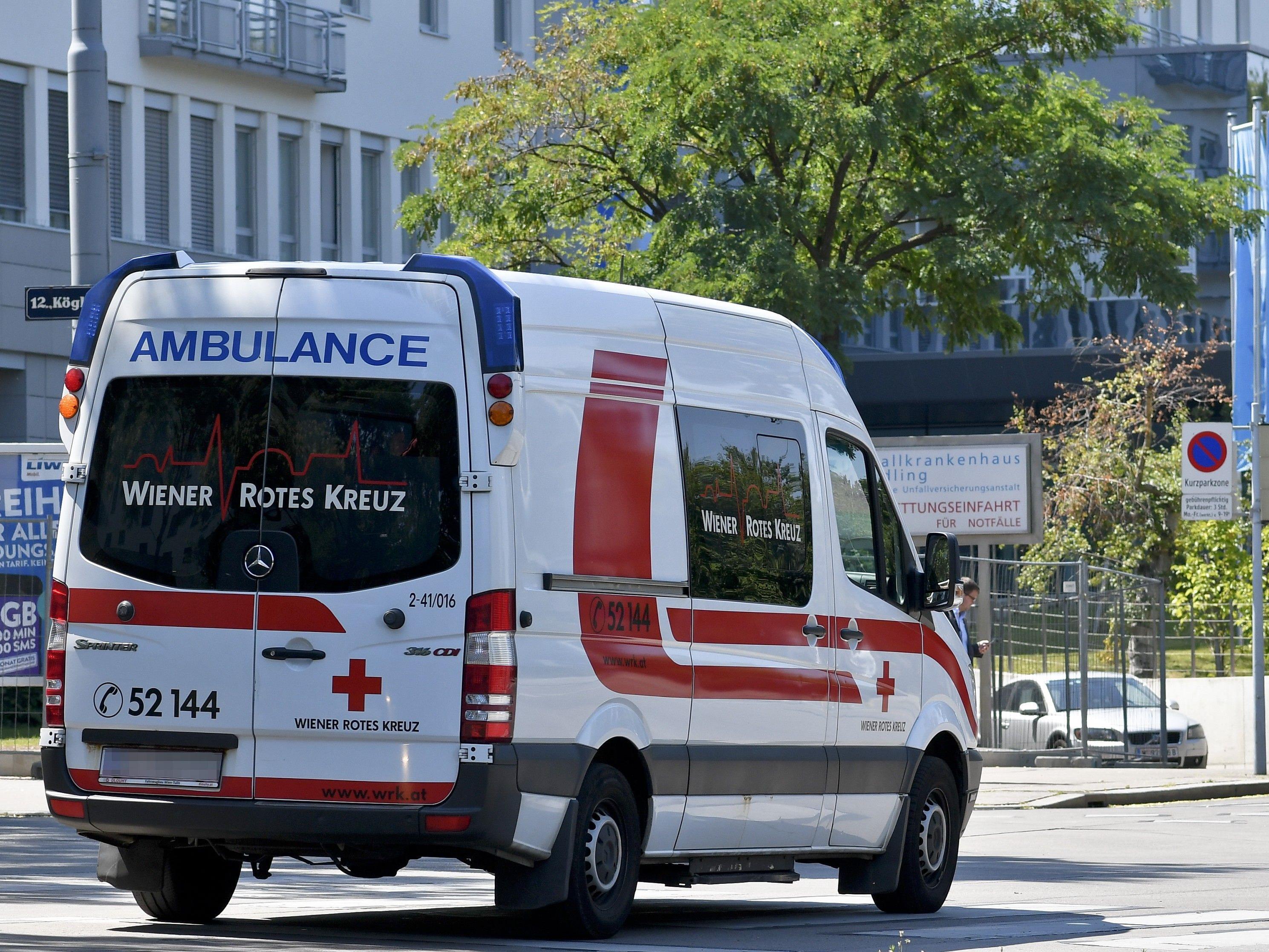 Die Mitarbeiter beim Wiener Roten Kreuz beraten über Protestmaßnahmen.