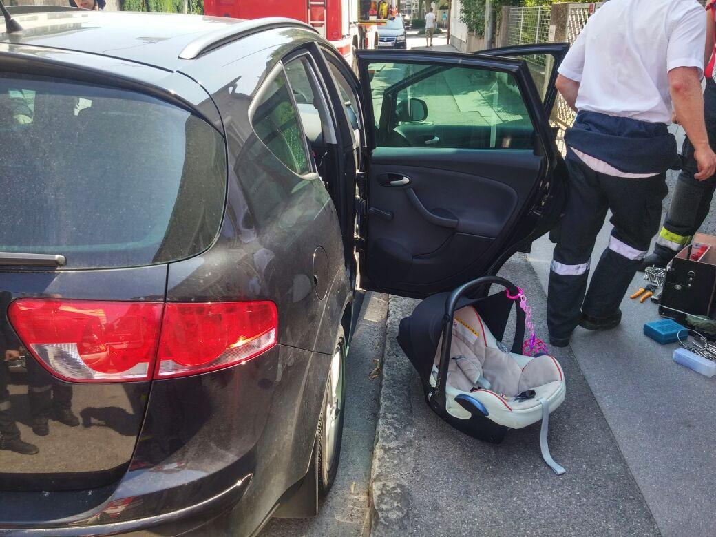 Immer wieder kommt es zu kritischen Vorfällen durch Hitze im Auto.