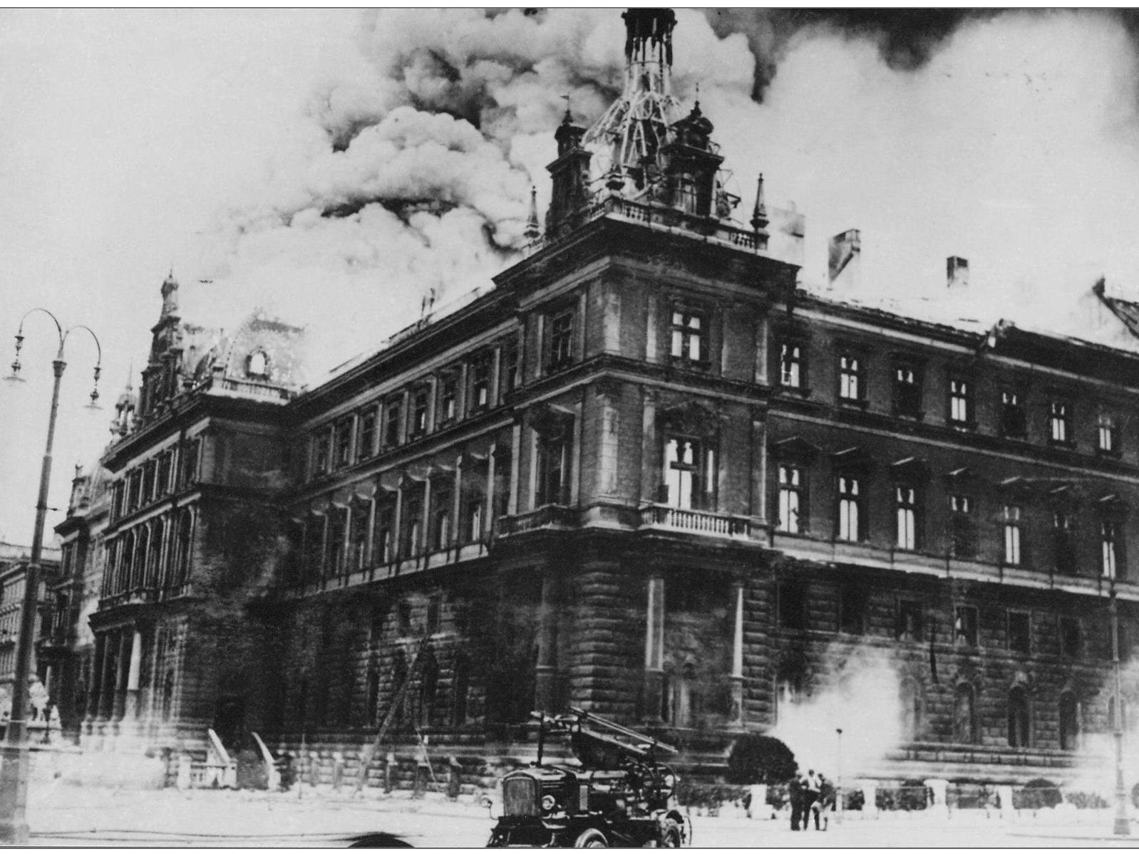 Am 15. Juli 1927 legten Arbeiter ein Feuer im Wiener Justizpalast.