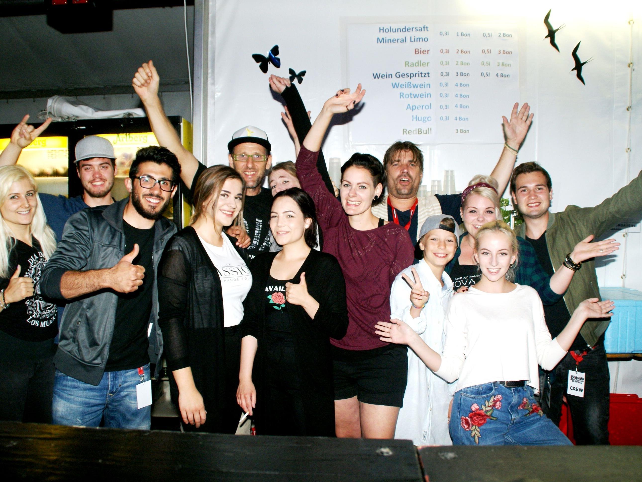 Roman Zöhrer mit seiner Bar-Crew - gute Laune Ehrensache!