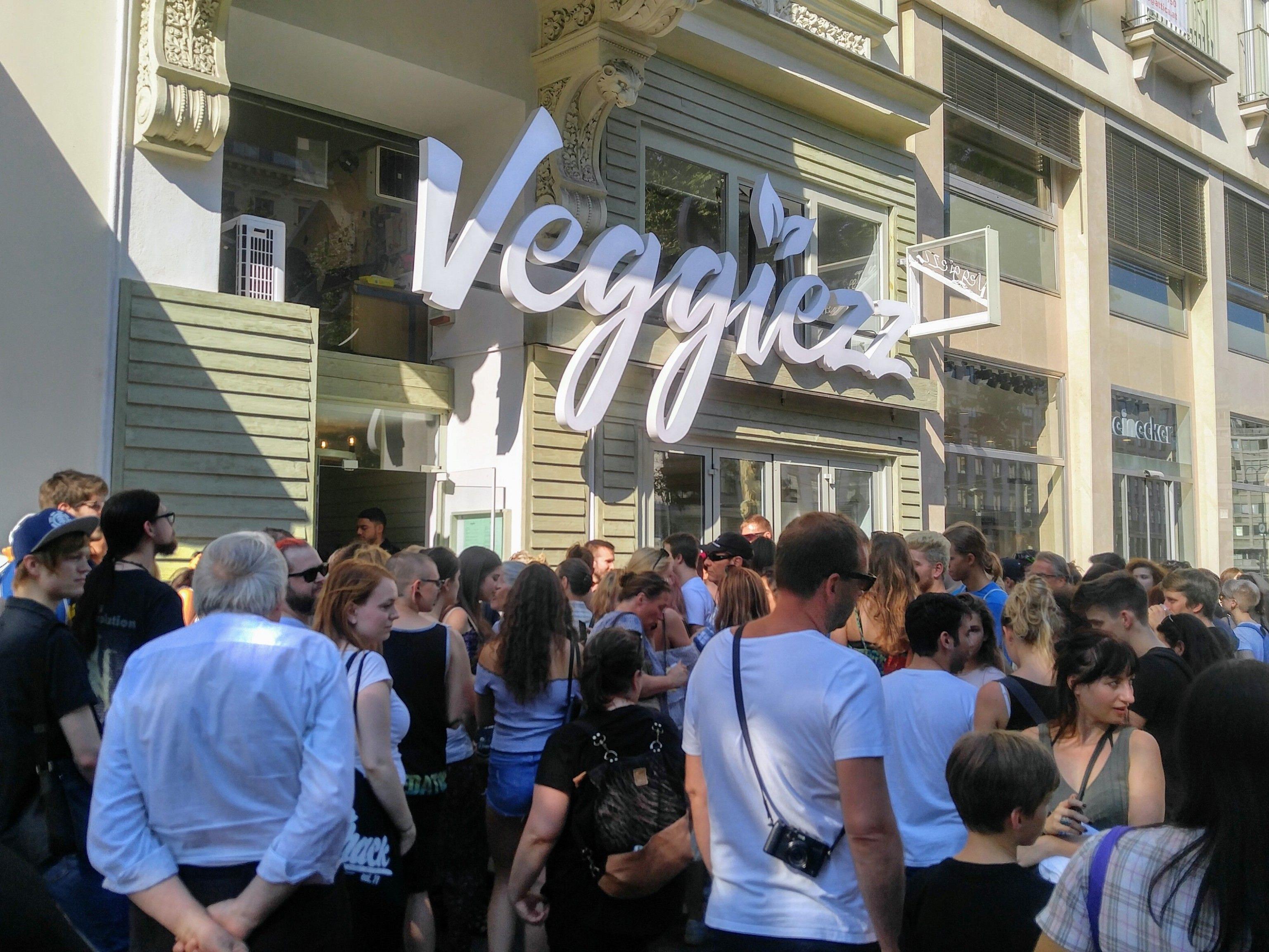 """Großen Ansturm gab es am Dienstag auf das neue """"Veggiezz""""-Restaurant am Opernring."""