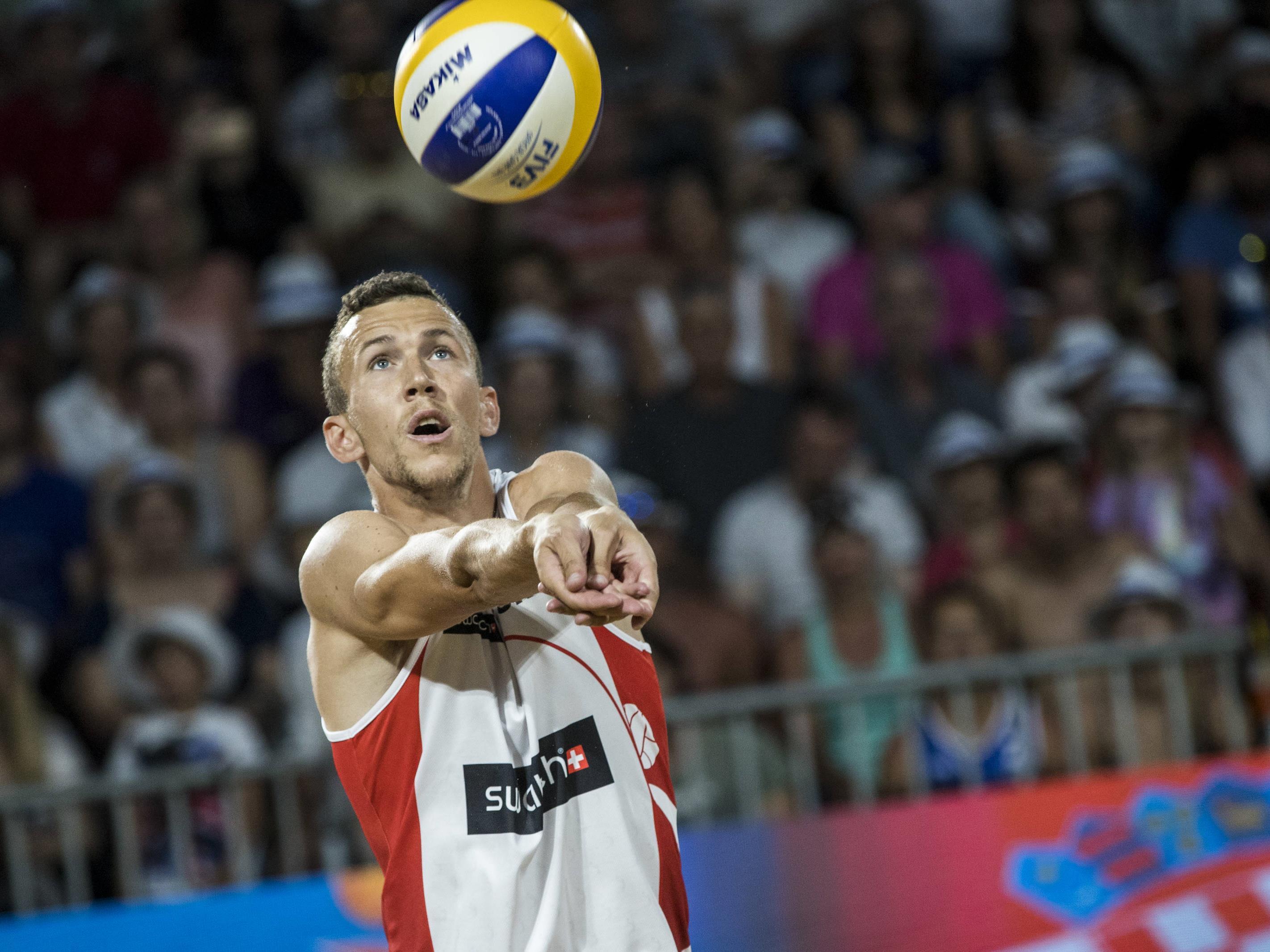 Ivan Perišić auf Abwegen: Der Fußballstar tauschte die Bälle und baggerte beim Beach-Volleyball-Major in Poreč.