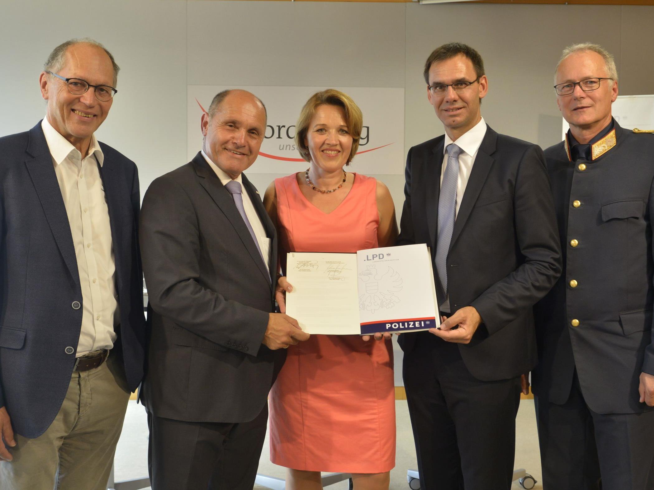 Unterzeichnung des Vertrags über den Neubau des Polizeigebäudes Dornbirn.