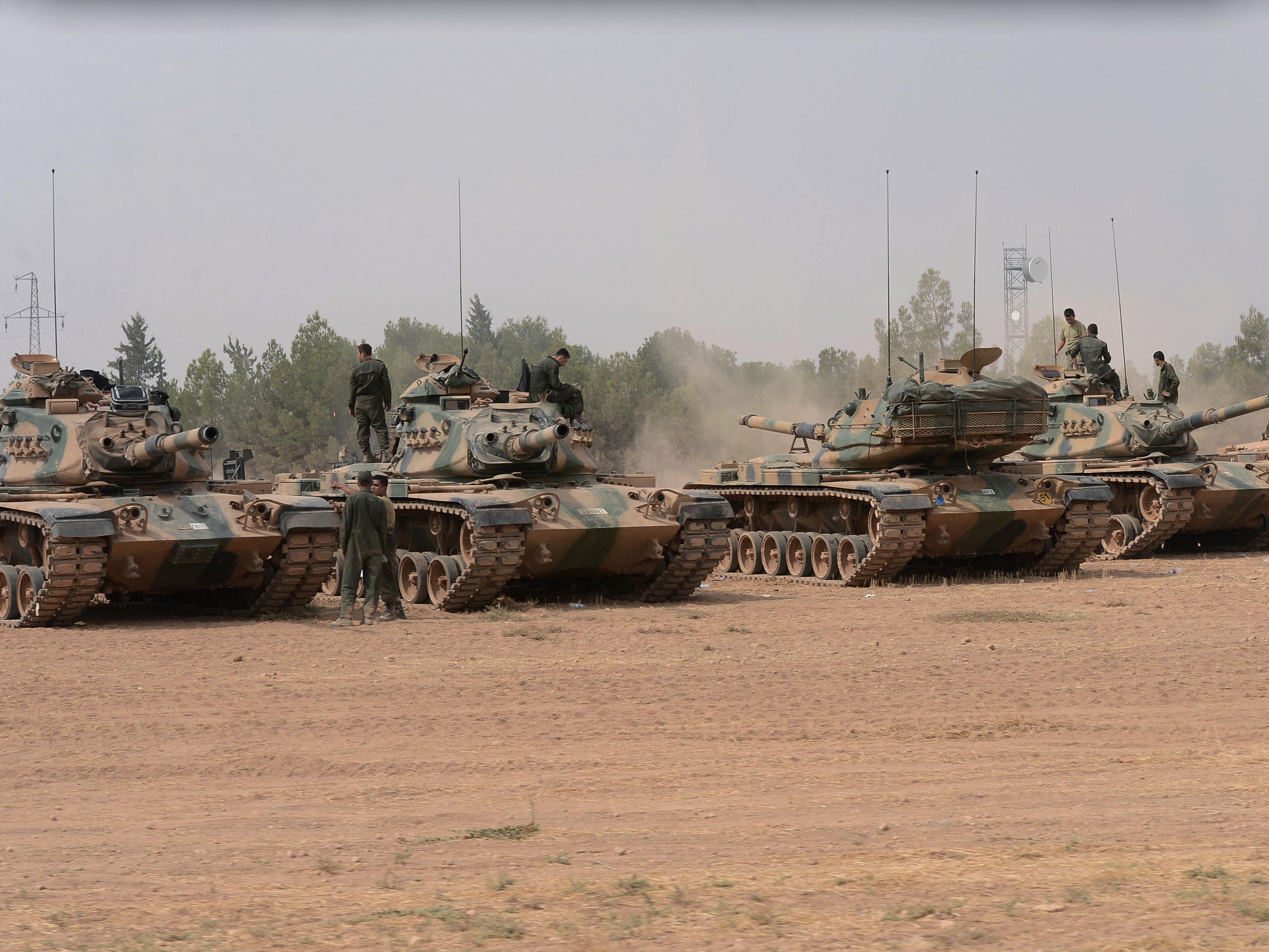 Türkei zieht Truppen zusammen.