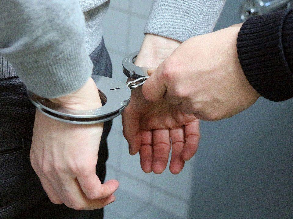 Für mehrere mutmaßliche Dealer klickten die Handschellen