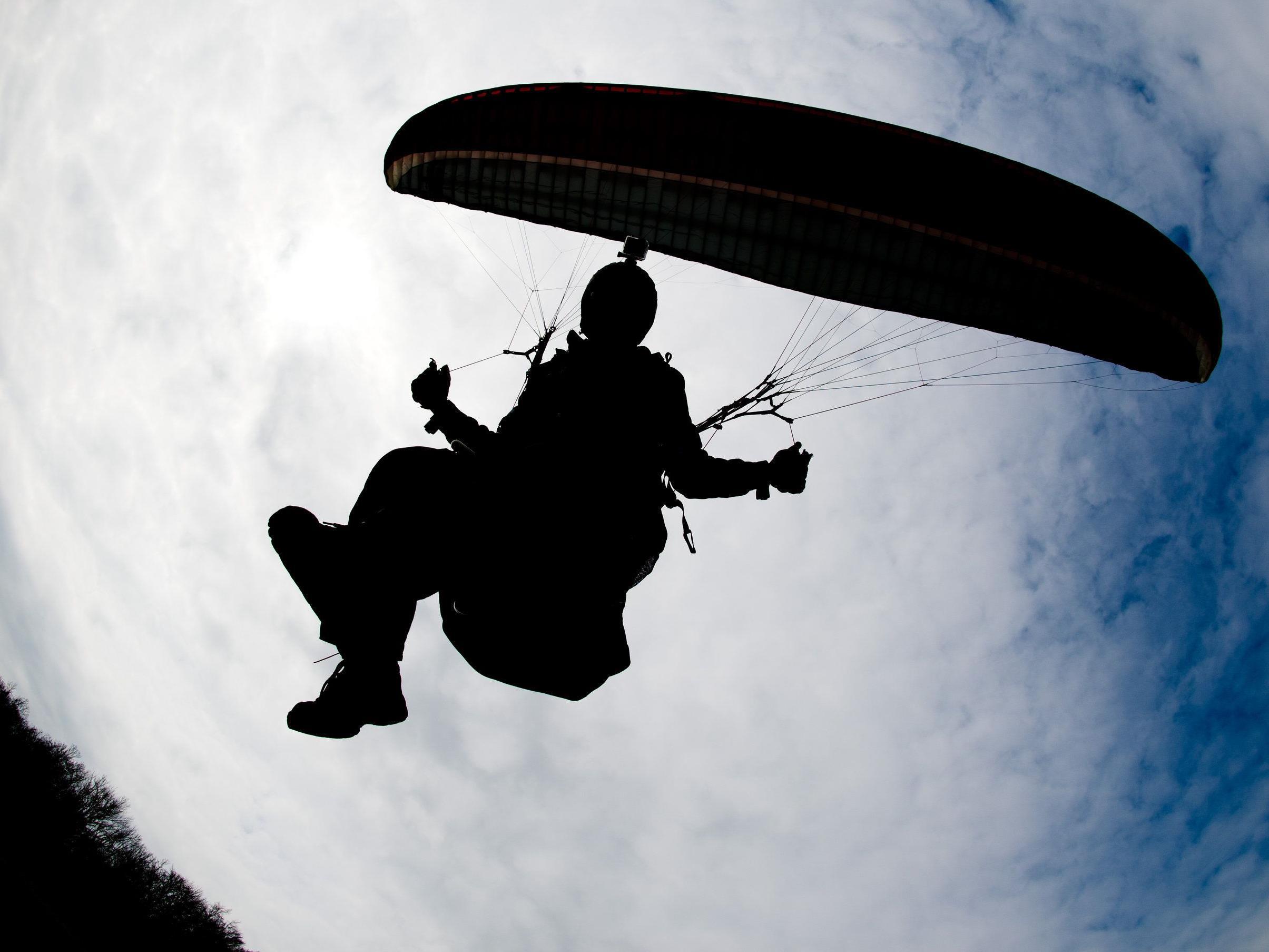 Ein Soldat starb am Mittwoch bei der Fallschirmsprungausbildung in Wiener Neustadt.