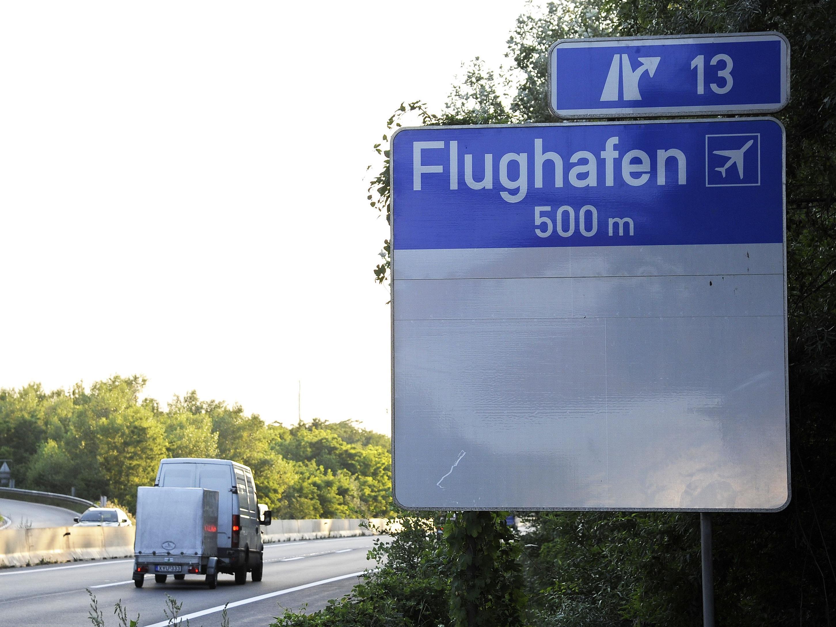 Auf der A4 ereignete sich ein Unfall mit einem Flughafenbus.