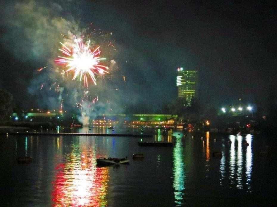 Feuerwerk und viele bunte Lichter warten beim Lichterfest an der Alten Donau