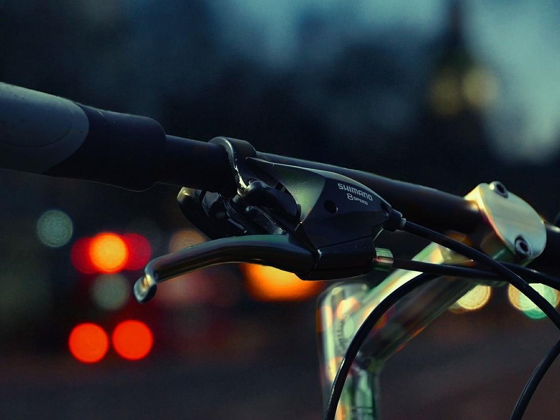 Der Radfahrer erlitt bei dem Unfall in Wien-Hernals leichte Verletzungen.