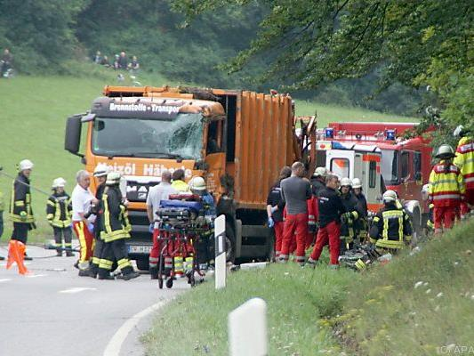 Tragischer Unfall mit Müllwagen in Baden-Württemberg
