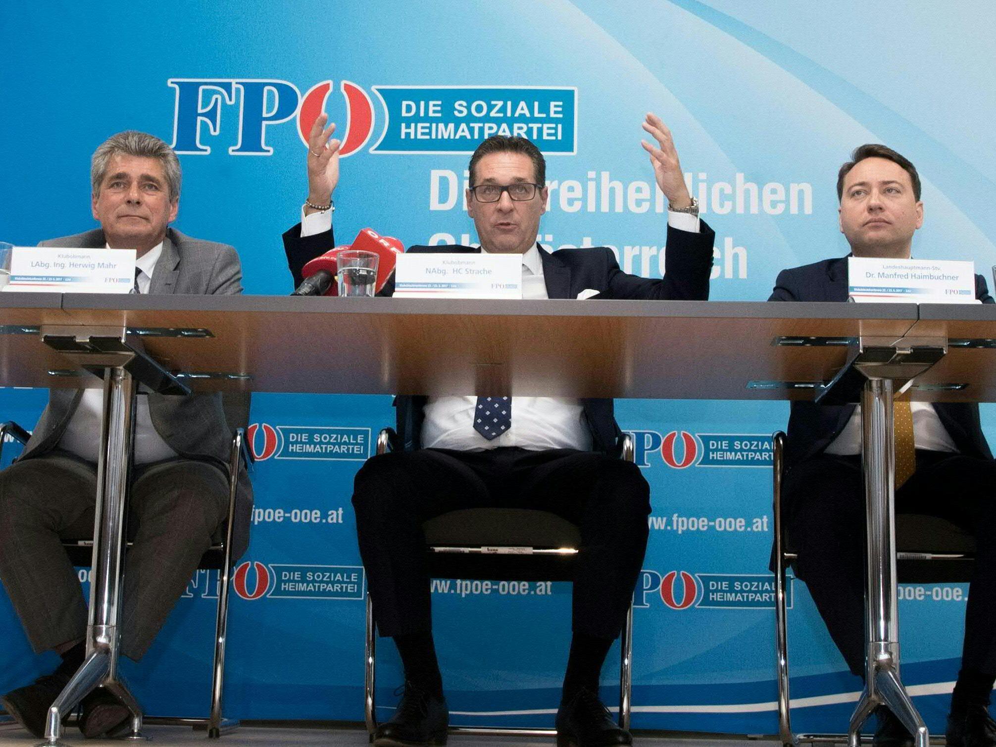 """Die FPÖ zieht mit """"Österreich zuerst""""-Programm in den Wahlkampf."""