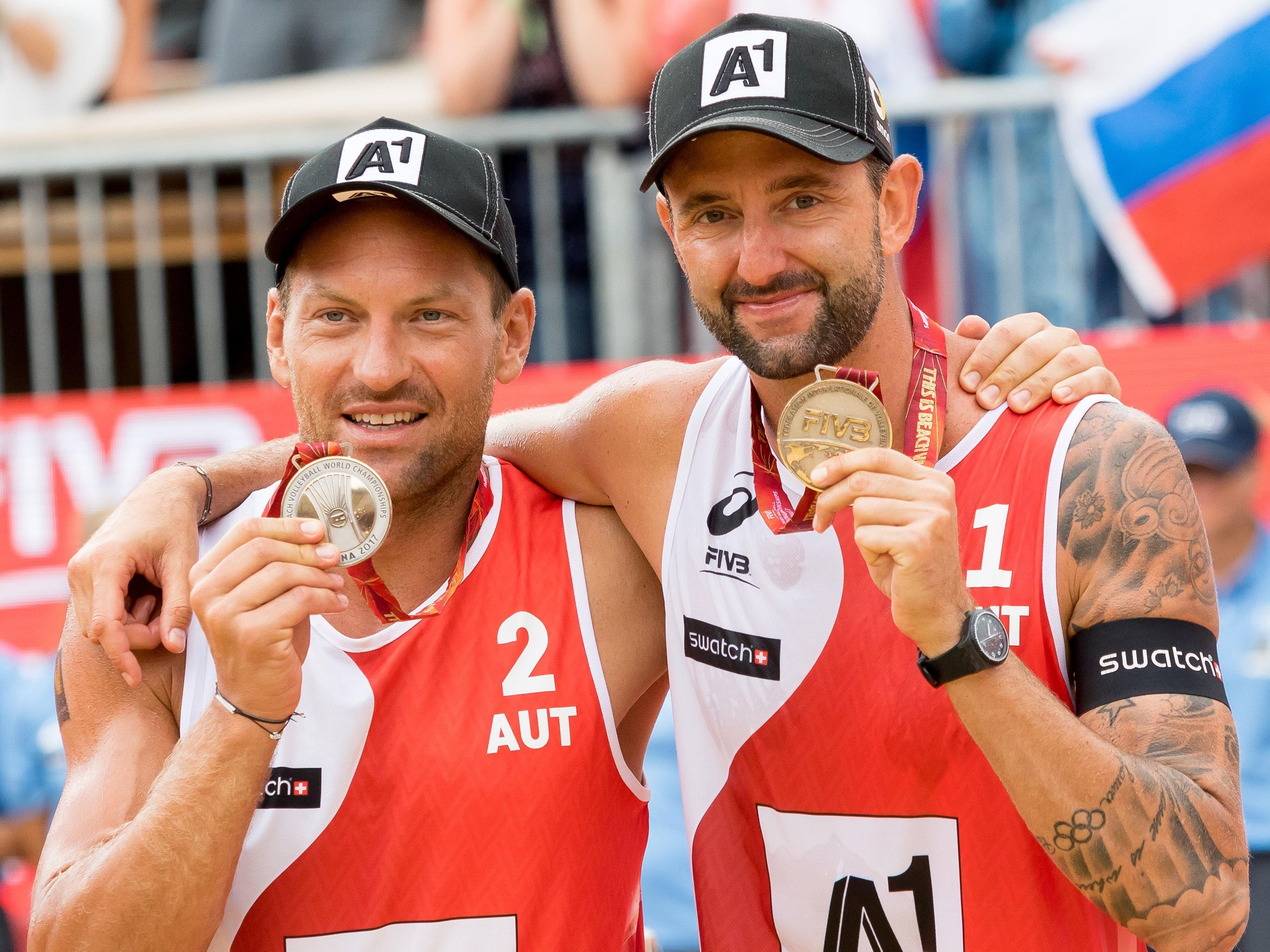 Alexander Horst und Clemens Doppler mit ihren Silbermedaillen bei der Heim-WM in Wien.