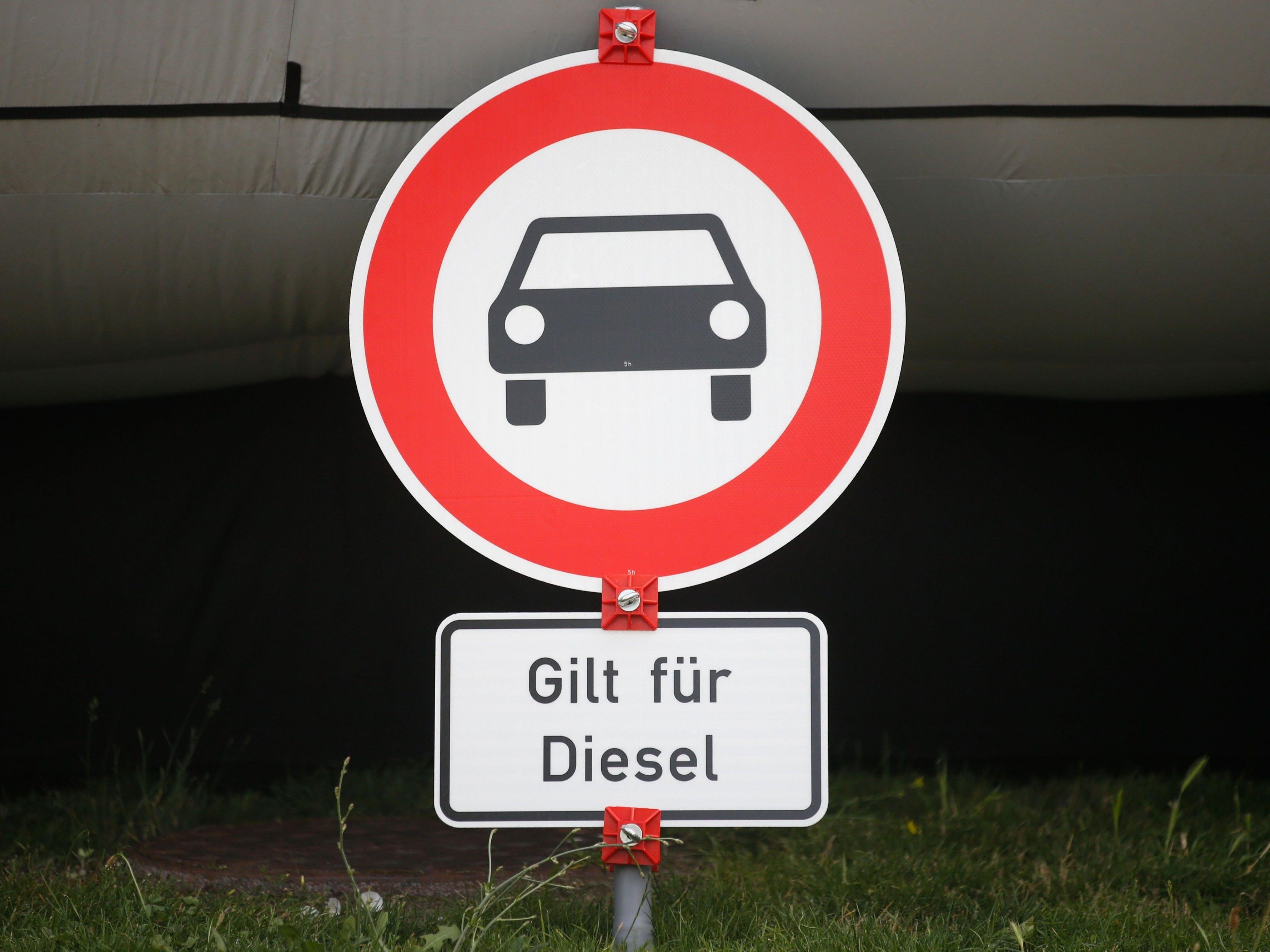 Mit Umrüstungen will die Automobilbranche in Deutschland Fahrverbote für Diesel verhindern.