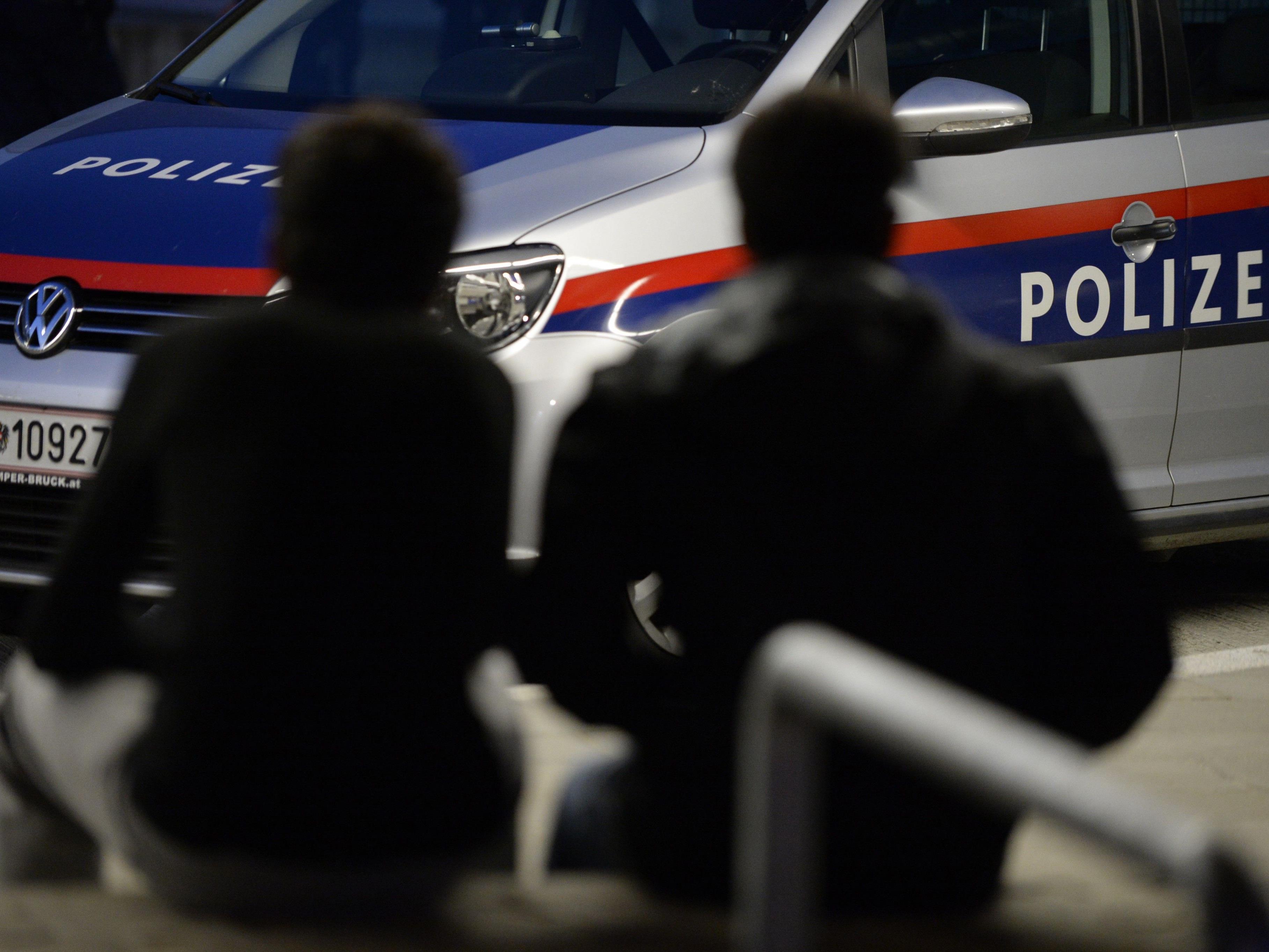 Zwei Polizisten wurden in der Nacht auf Freitag verletzt