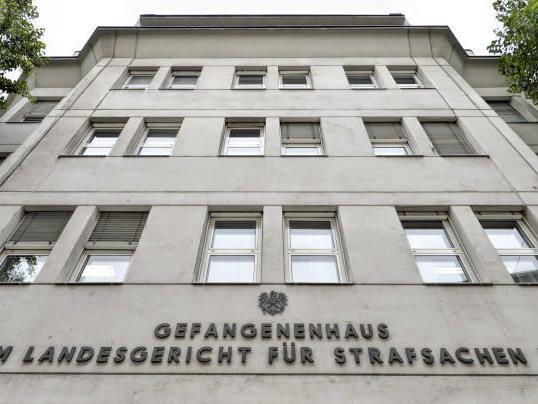 Am 16. Oktober 2016 hatte eine Insasse der Justizanstalt Josefstadt seine Zelle in Brand gesteckt. Er musste sich vor Gericht verantworten.