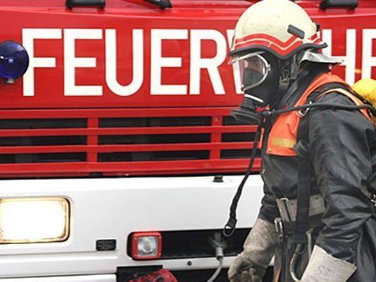 Ein Frau musste in Meidling aus ihrer brennenden Wohnung gerettet werden