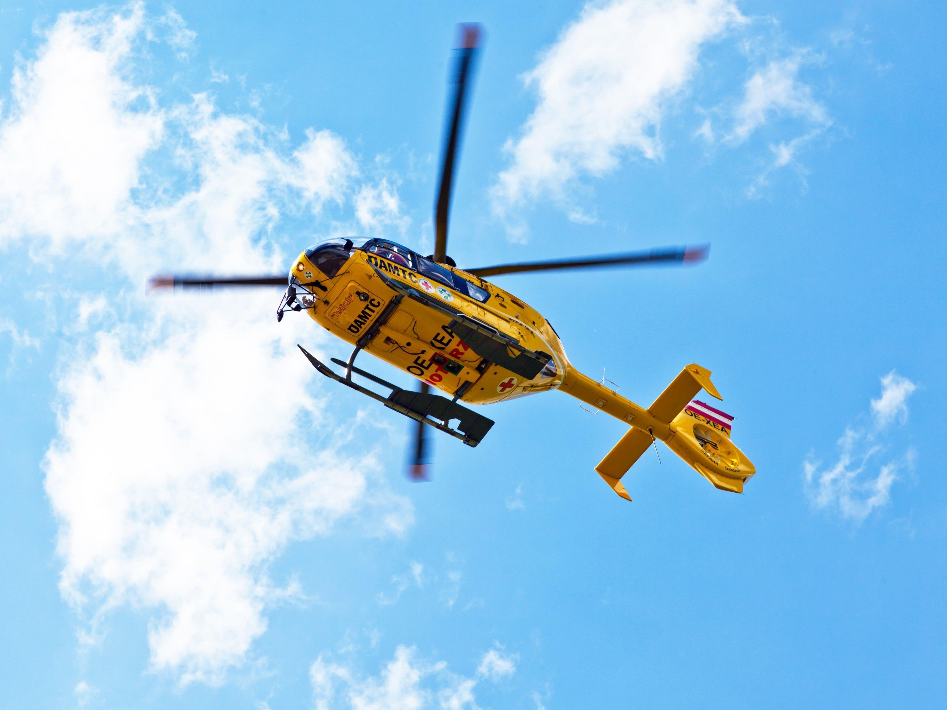 Der verletzte 50-Jährige wurde mit dem Hubschrauber in ein Krankenhaus gebracht
