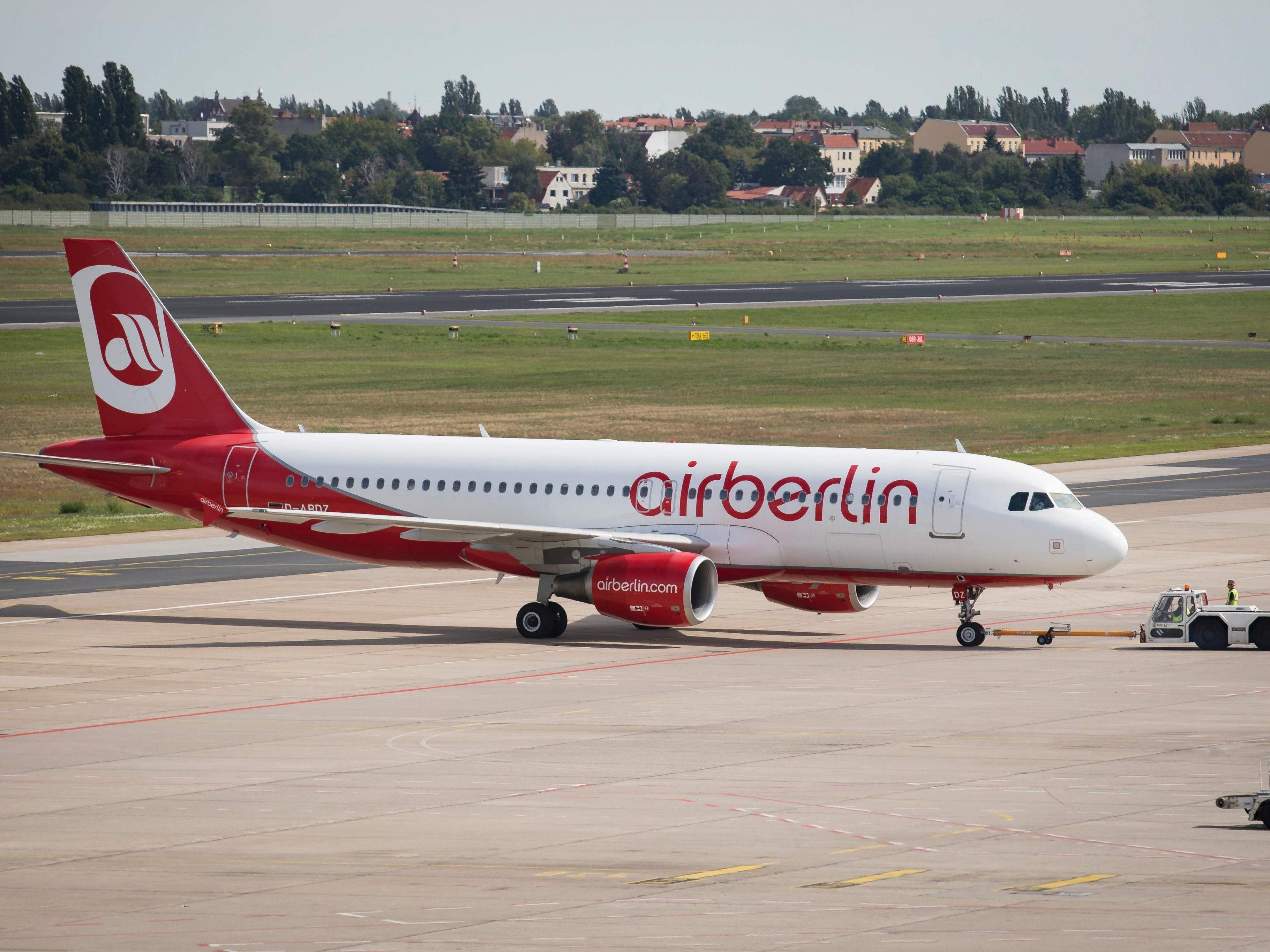 Mit einem millionenschweren Übergangskredit wird Air Berlin geholen.