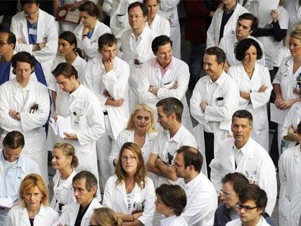Auch die Ärztekammer gab zum Thema Sparziel des Wiener KAV Entwarnung.