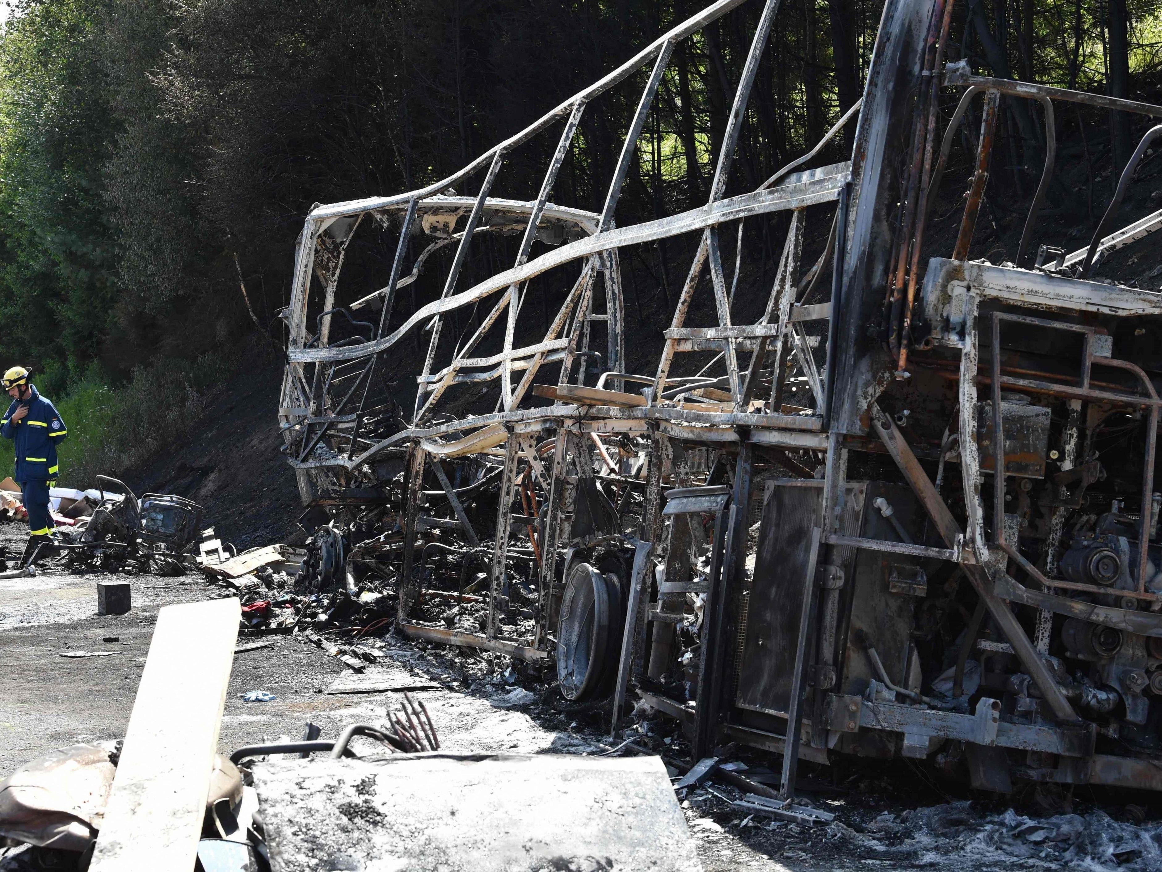 Bei dem verheerenden Brand auf der Autobahn A9 starben 18 Menschen.