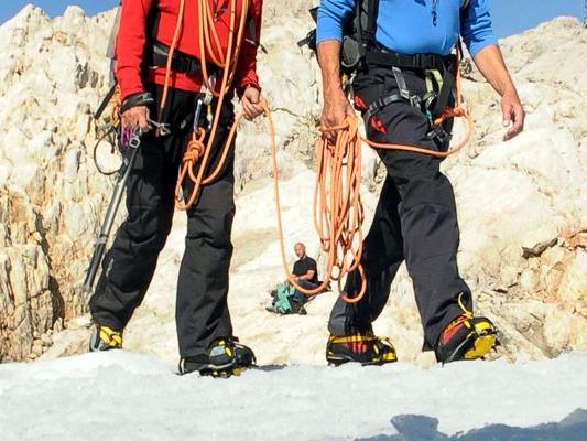 Zwei Bergsteiger stürzten in Salzburg ab.