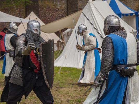 Im Schloss Neugebäude findet wieder das Historische Fest statt.
