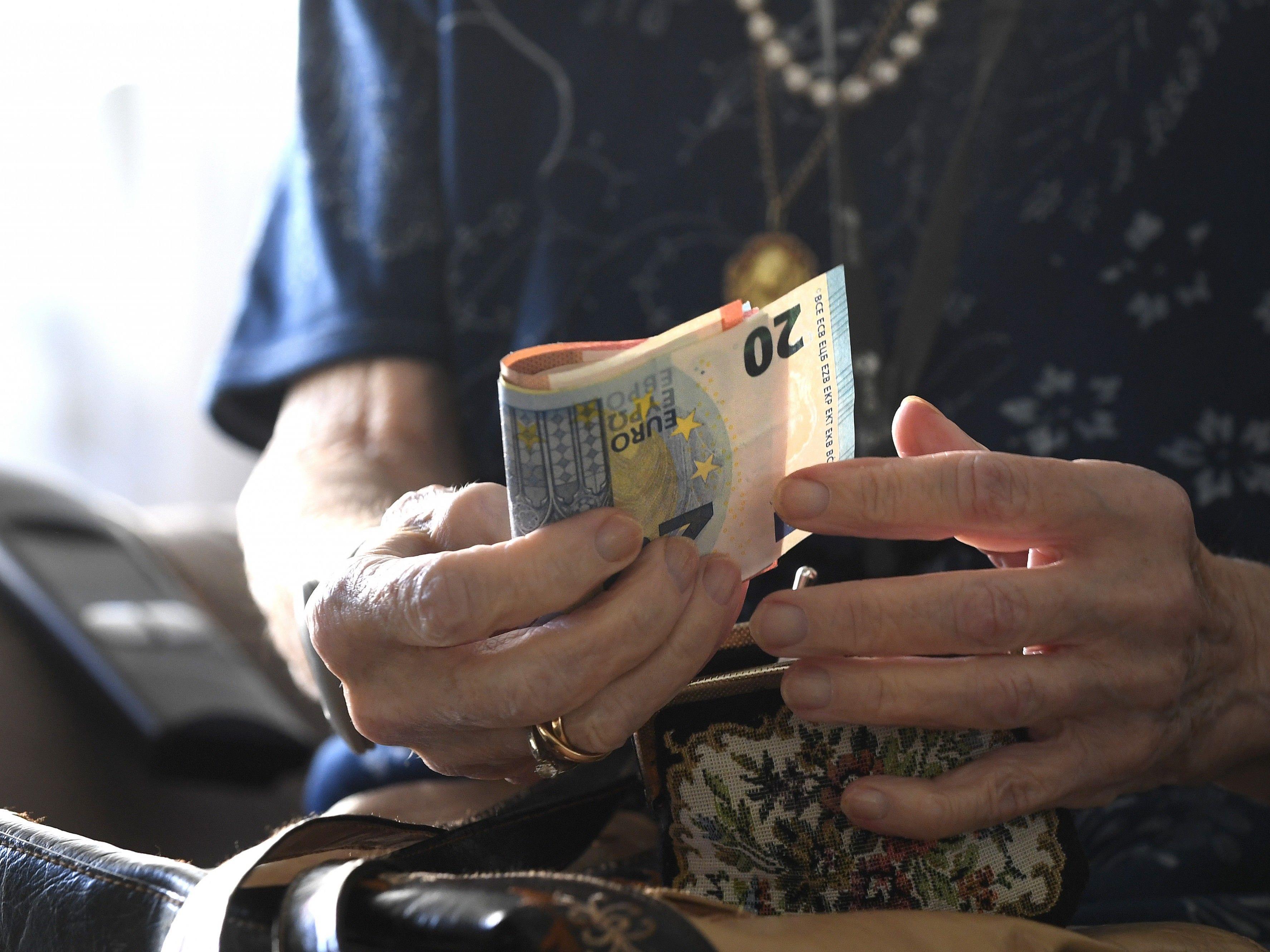 Besonders ASVG-Versicherte Frauen bekommen am Ende wenig raus.