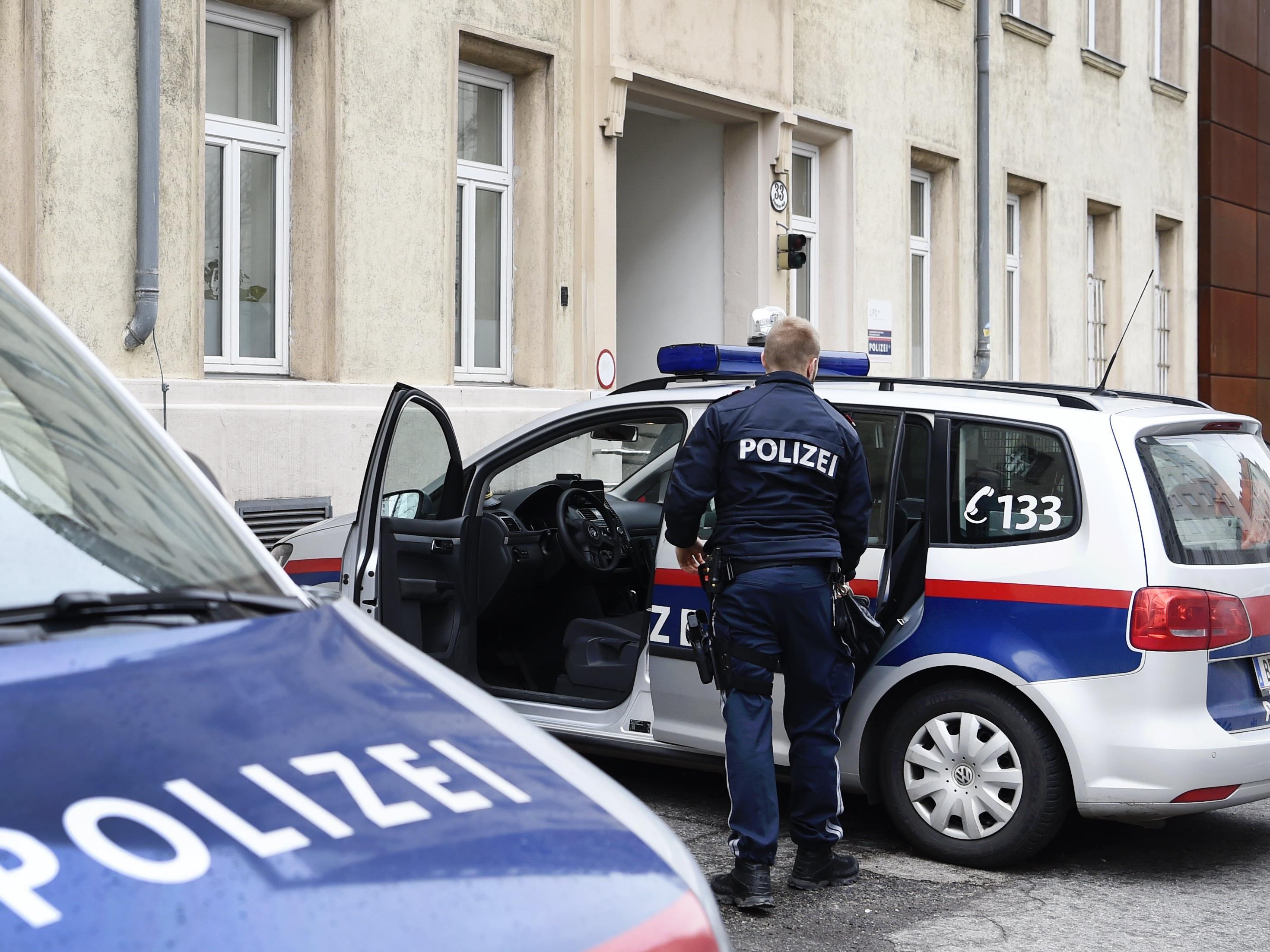 Die Polizei musste sogar Verstärkung anfordern, um die Situation zu beruhigen.
