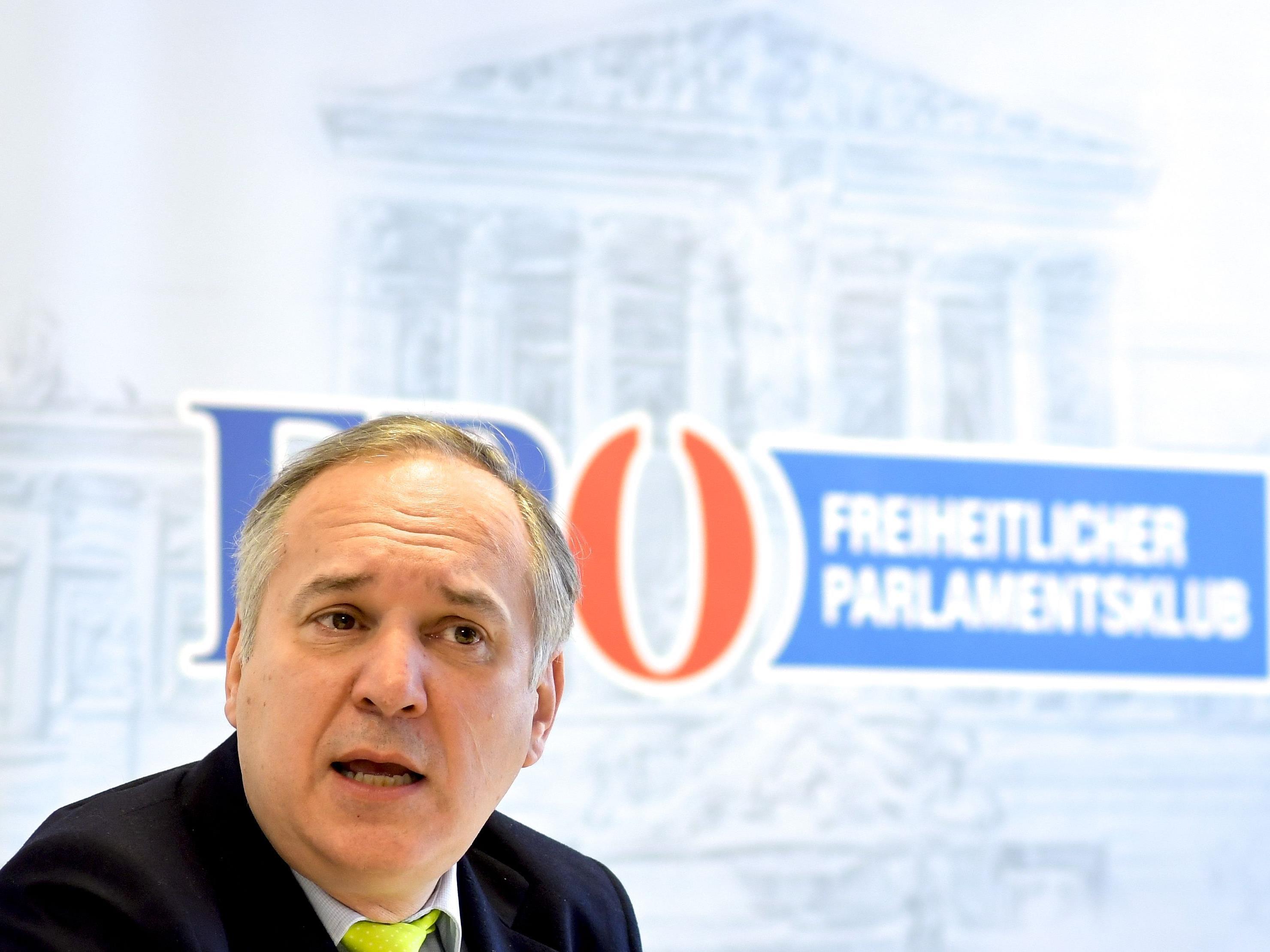 Die FPÖ kritisiert SPÖ und Gewerkschaft beim Thema Arbeitszeitflexibilisierung.