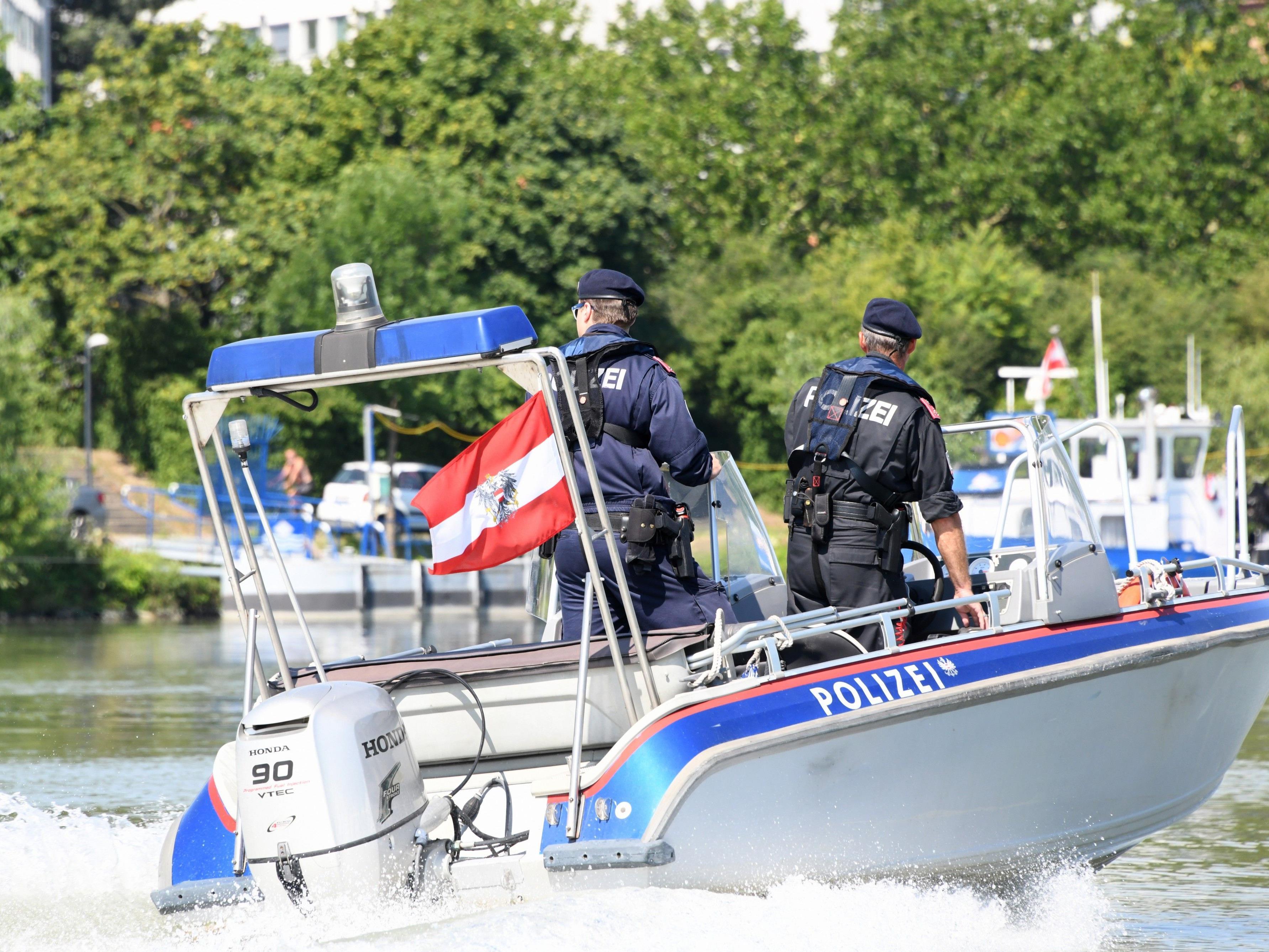 Die Wasserpolizei ist beim Donauinselfest mit bis zu vier Booten im Einsatz.
